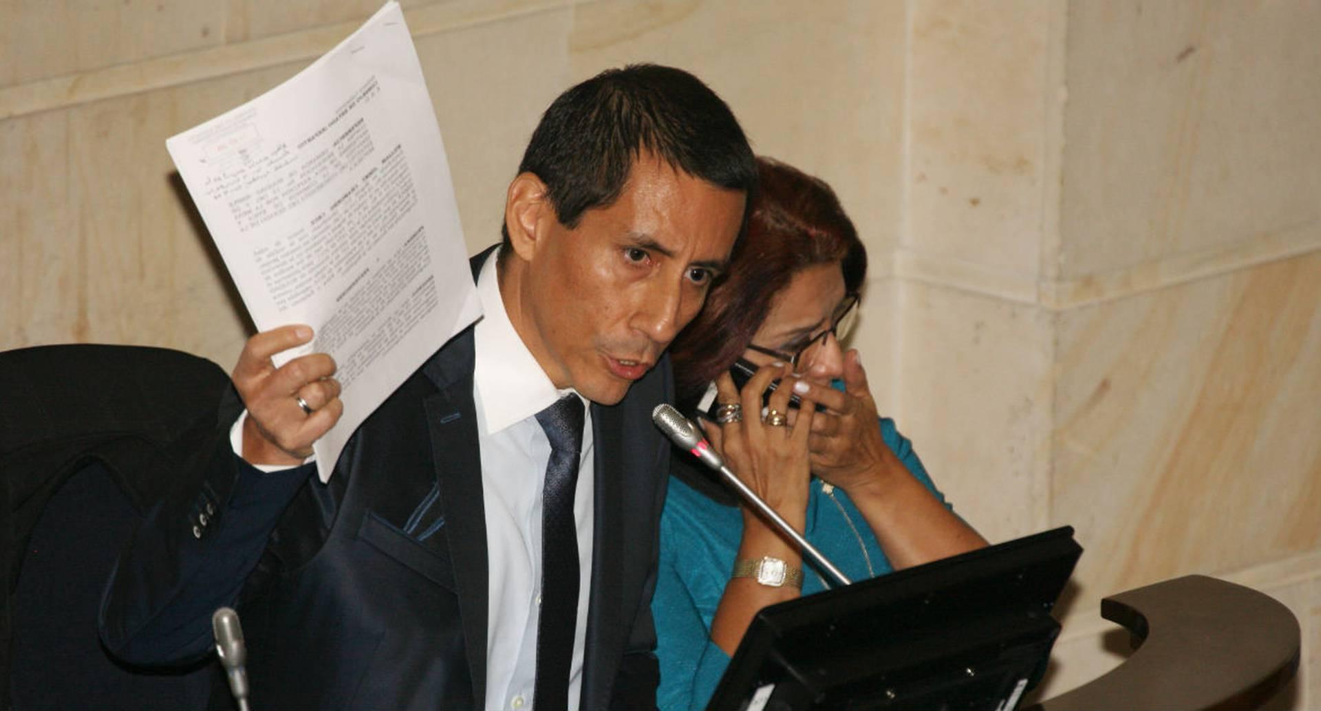 El 10 de abril Chamorro presentó el proyecto de ley.