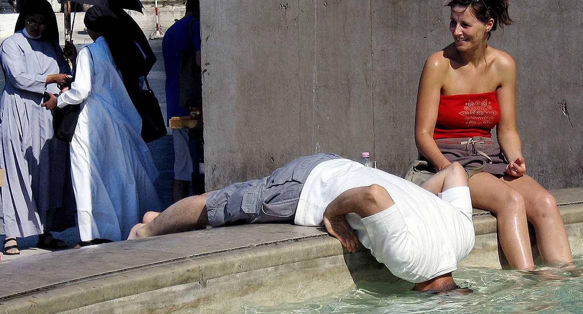 En varias ciudades europeas fueron habilitados bebederos públicos de agua para mitigar la sed de propios y turistas. Foto: archivo/Semana.