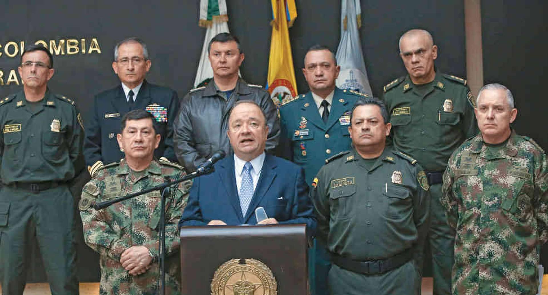 El ministro de Defensa, Luis Carlos Villegas, con la cúpula de las Fuerzas Militares y de Policía, responsables de Agamenón II y otras operaciones que han terminado con cerca de medio centenar de capos.
