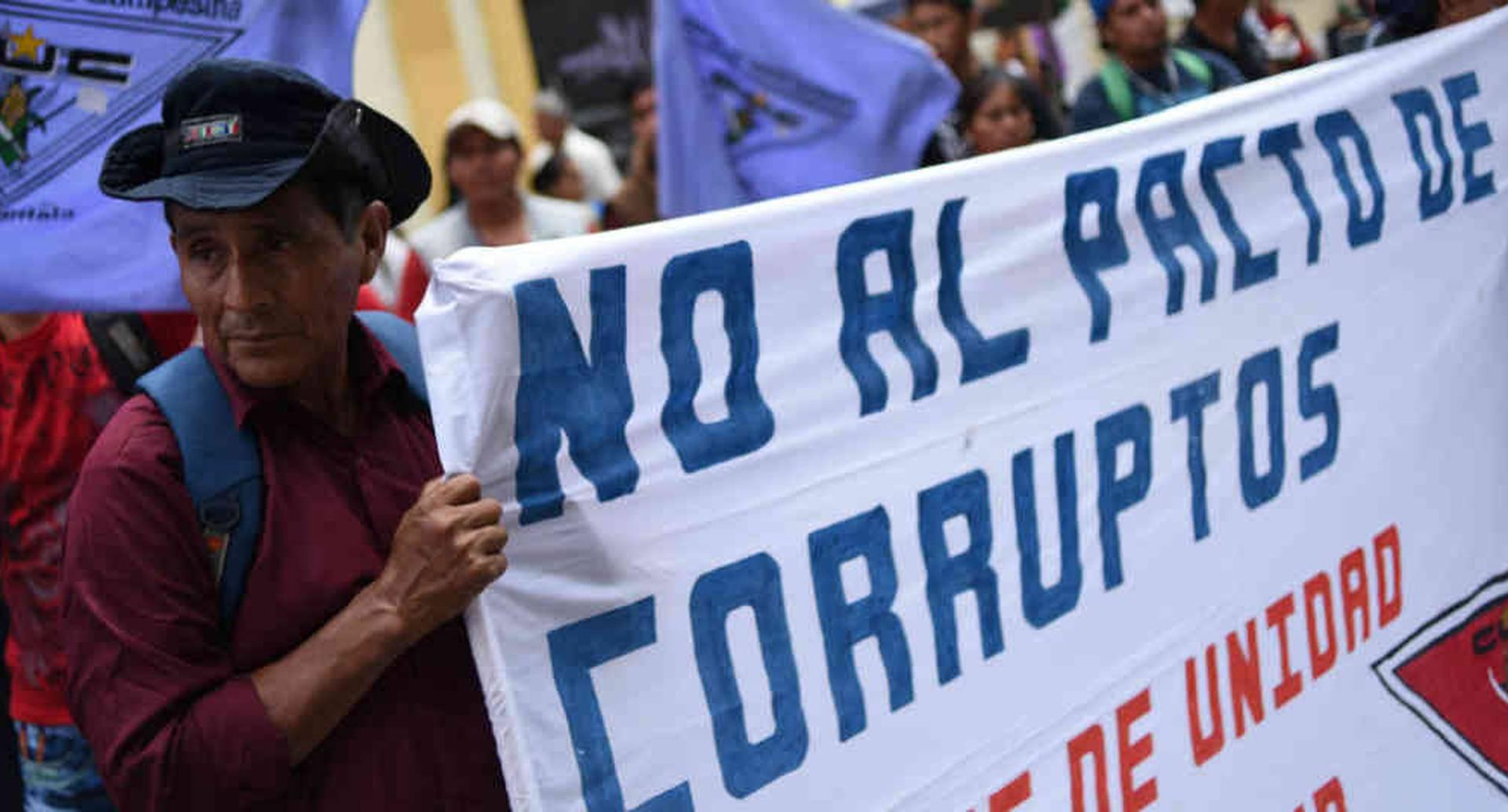 Decenas de guatemaltecos han reclamado que no se extienda la misión de la Cicig en Guatemala. Foto: AFP/BBC
