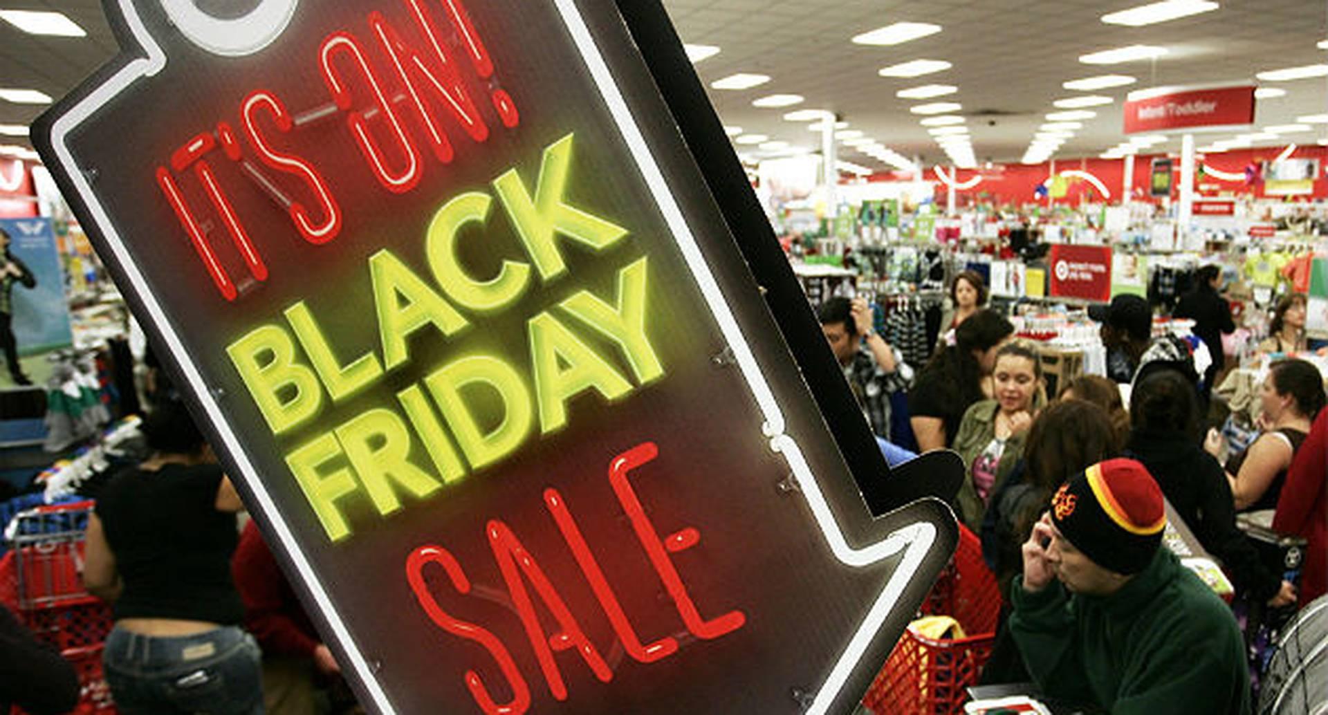 A pesar de que muchos aprovechan para comprar cosas a bajo precio, otros dicen que las grandes cadenas inducen a comprar cosas innecesarias.