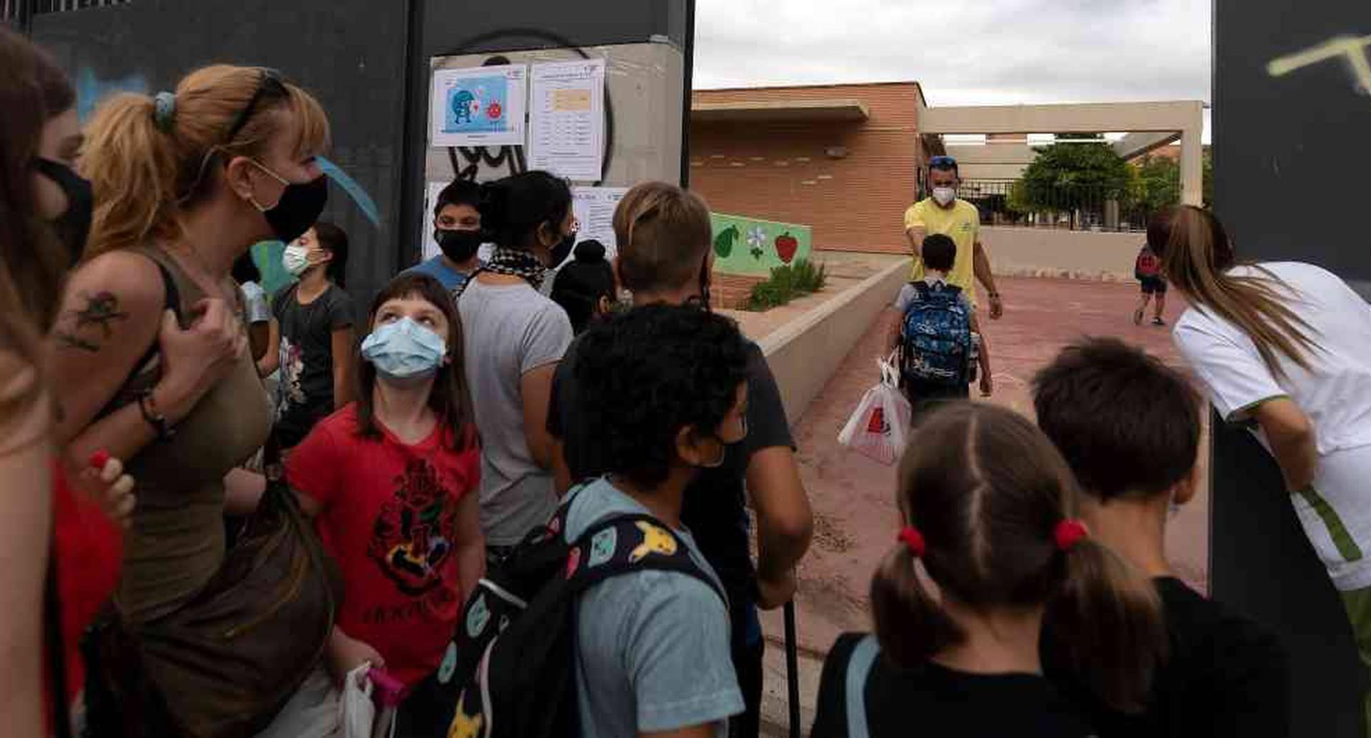 Desde hace varias semanas, se multiplican las manifestaciones y los llamados de padres exigiendo más garantías sanitarias en las escuelas.