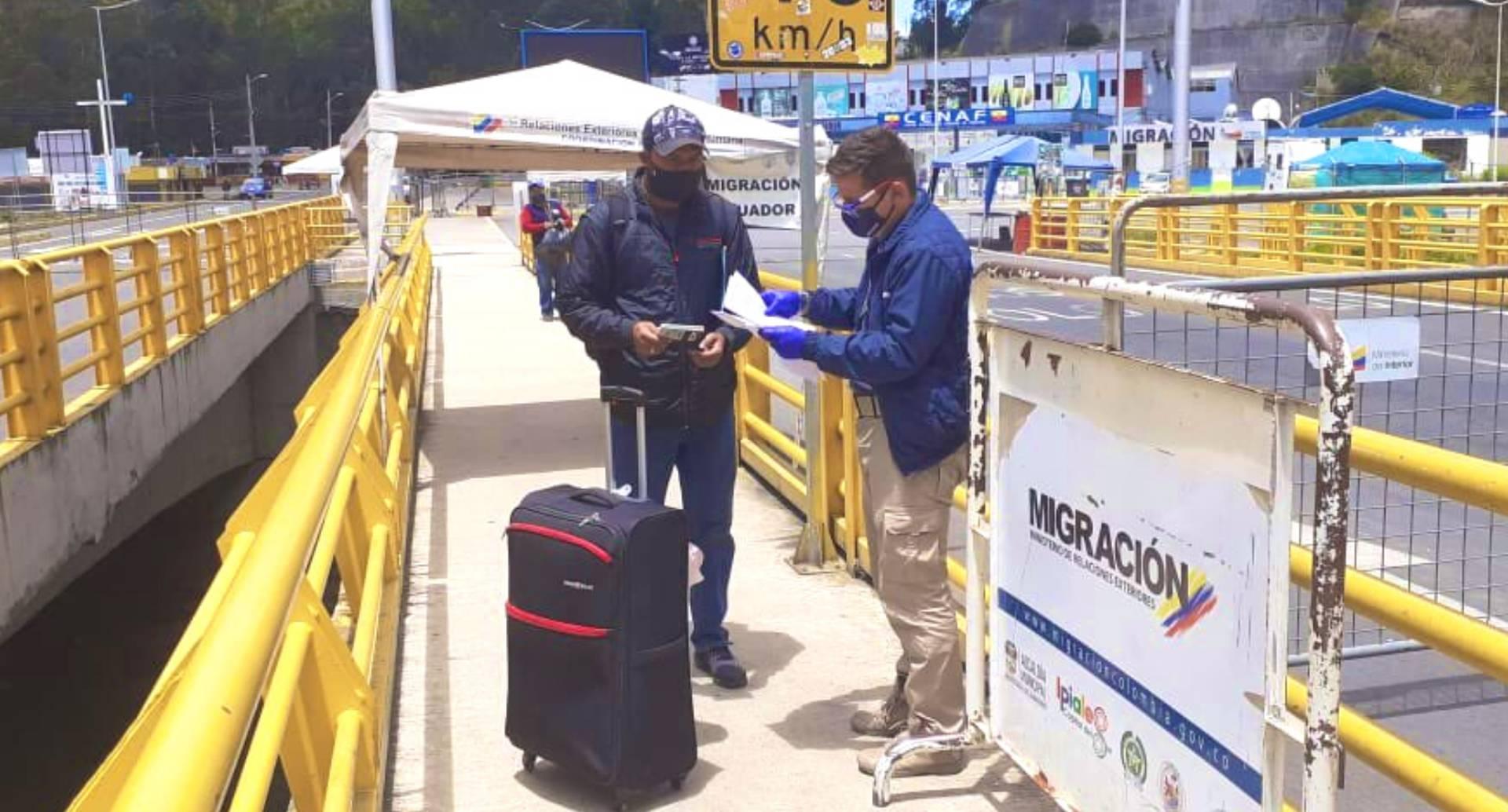 Las emergencias humanitarias y el retorno de migrantes quedan dentro de las excepciones del decreto.