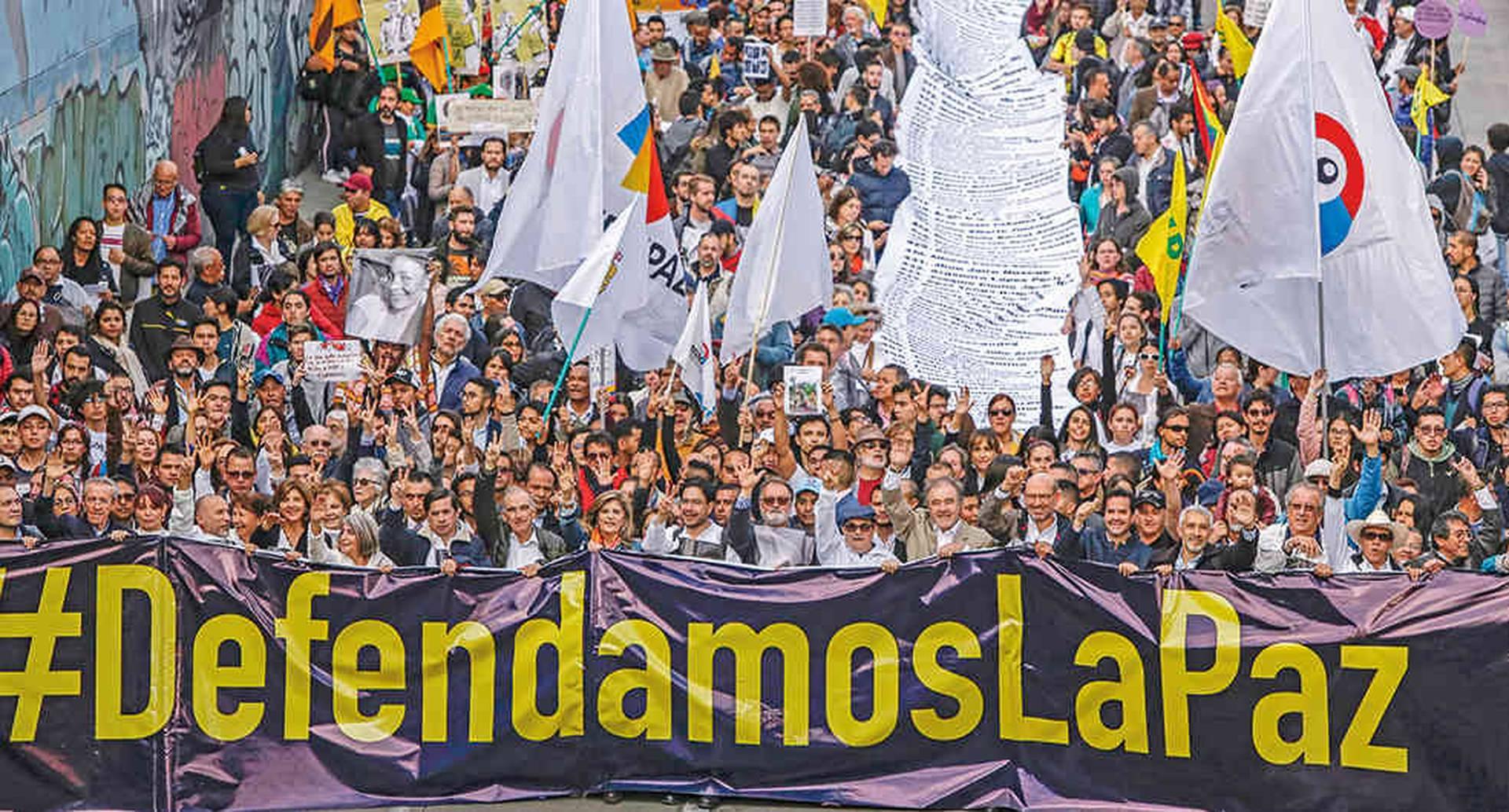 Quienes defienden la integridad del acuerdo de paz también creen que el Estado debe perseguir a Márquez, Santrich y los otros que traicionaron el acuerdo. Los pacifistas, ahora, piden proteger a los desmovilizados que sí cumplen.