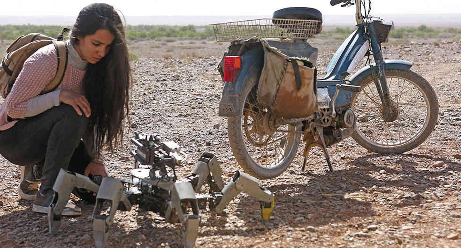 Dirigida por Kim Nguyen y protagonizada por Lina El Arabi y Joe Cole, El escape aborda el oportunismo irrespetuoso con el que algunos países del primer mundo vigilan al resto del planeta. Pero lo hace sin intención.
