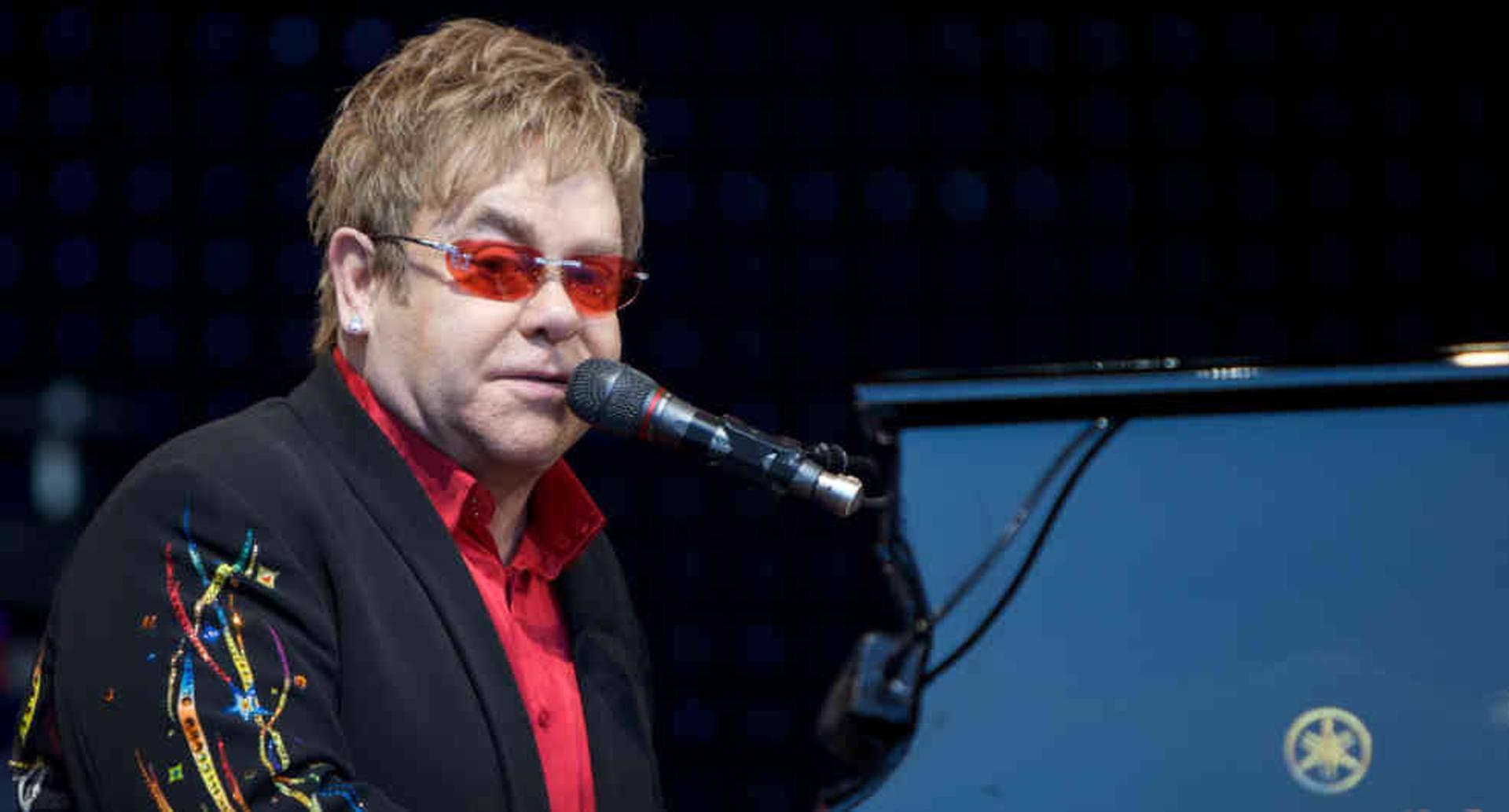 Elton John habla en su biografía de la cocaína, el alcohol y las relaciones tóxicas.