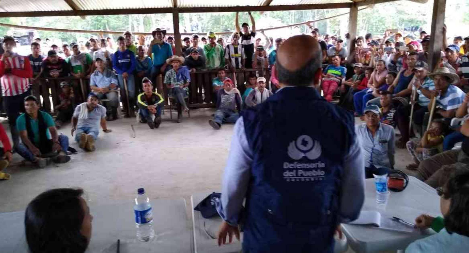 Reunión de la Defensoría del Pueblo con campesinos en el sector El Rubí, ubicado entre San Vicente del Caguán y La Macarena. Foto: Defensoría del Pueblo.