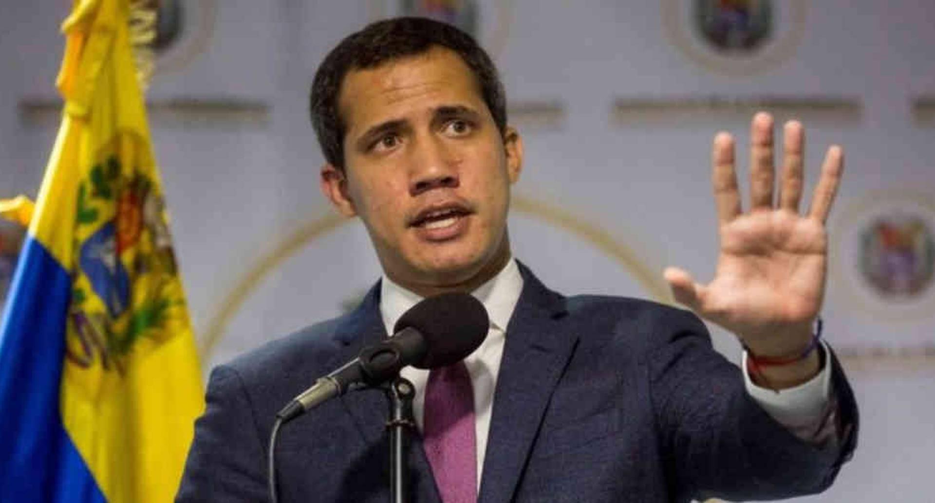 Juan Guaidó insiste en que él y la Asamblea Nacional tienen la legitimidad para negociar con el oficialismo. EPA/BBC.