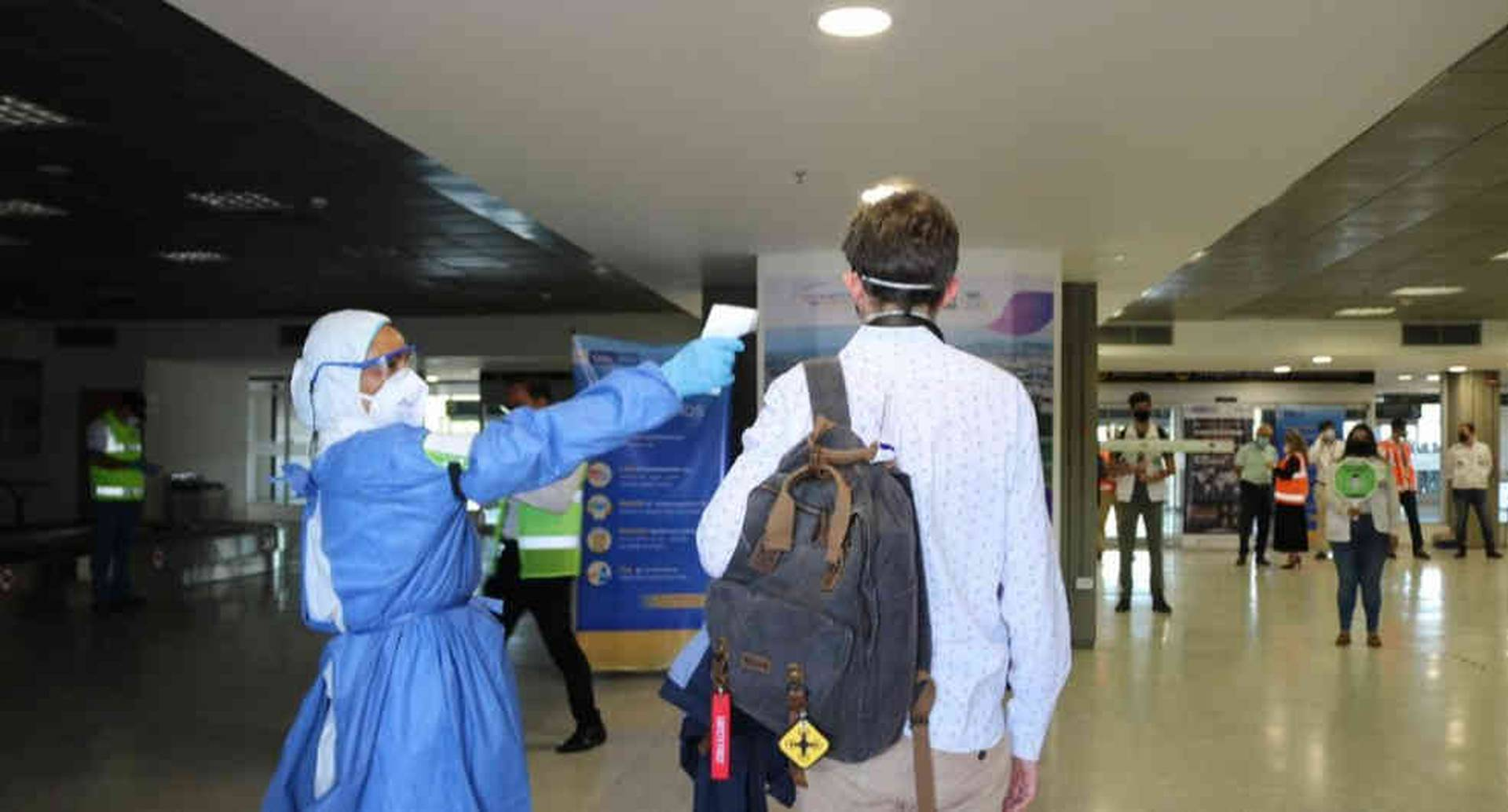 ¿Usar gafas a diario protege a una persona de contagiarse de coronavirus?