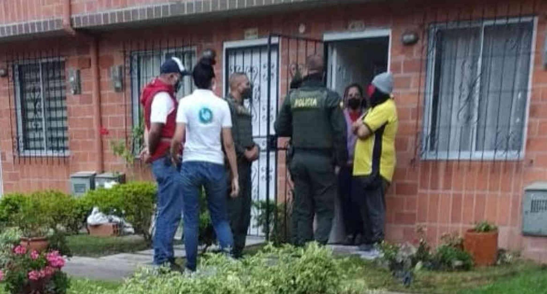 La Policía Ambiental realizó un operativo en la casa de menor que mató a un gallinazo en Rionegro. Tras el hecho le fue incautado un rifle de copas. Foto: Alcaldía de Rionegro.