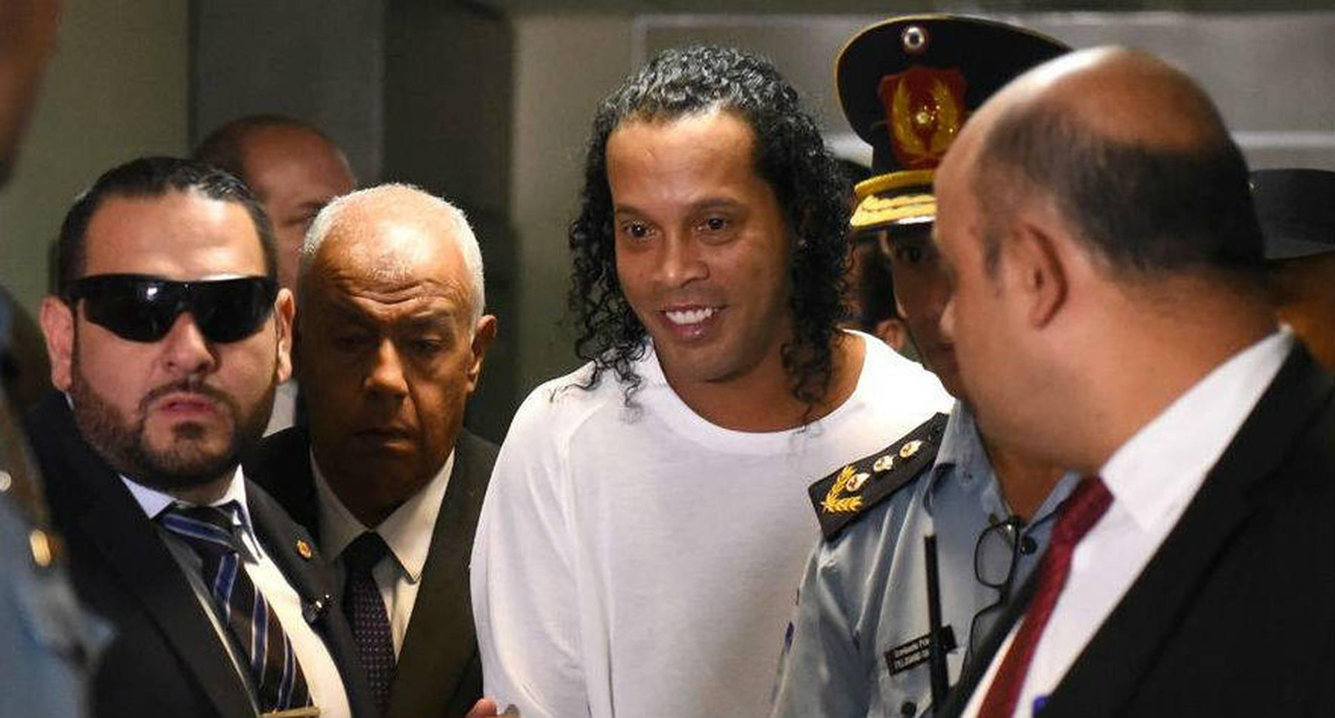 Ronaldinho queda en libertad tras seis meses detenido en Paraguay