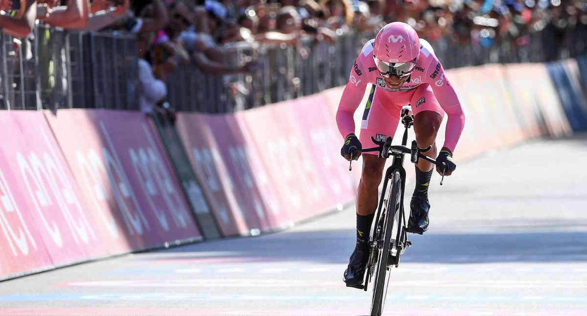 El Nairo Quintana compite durante la décima etapa del Giro de Italia de Foligno a Montefalco, el martes 16 de mayo de 2017. (Alessandro Di Meo / ANSA vía AP)