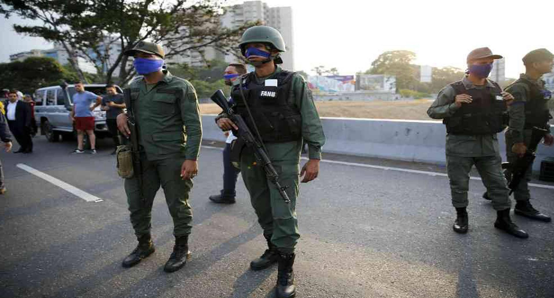 Nicolás Maduro y Juan Guaidó aseguran contar con apoyo militar. La gran pregunta es qué militar apoya a quién.