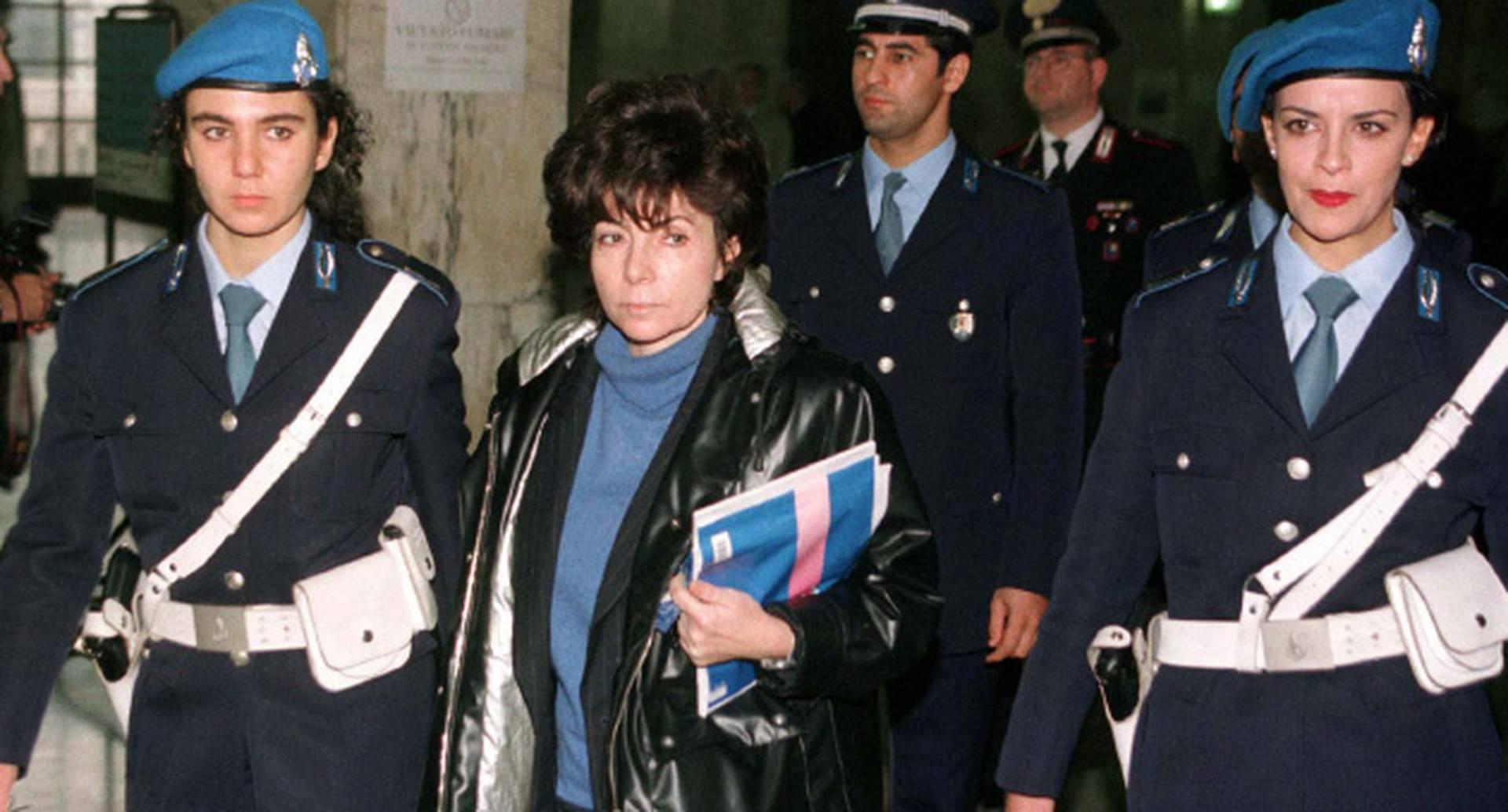 Reggiani fue condenada a 26 años de cárcel en 1997. En 2011 tuvo la opción de solicitar libertad condicional, pero prefirió quedarse porque no quería trabajar, pues nunca lo había hecho. Ahora, por primera vez, tendrá que hacerlo.