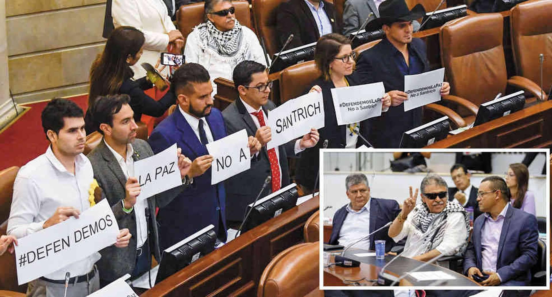 Santrich llegó sonriendo e hizo una desafiante V de la victoria en la Comisión Séptima. Hasta los congresistas defensores de la paz protestaron por su presencia.