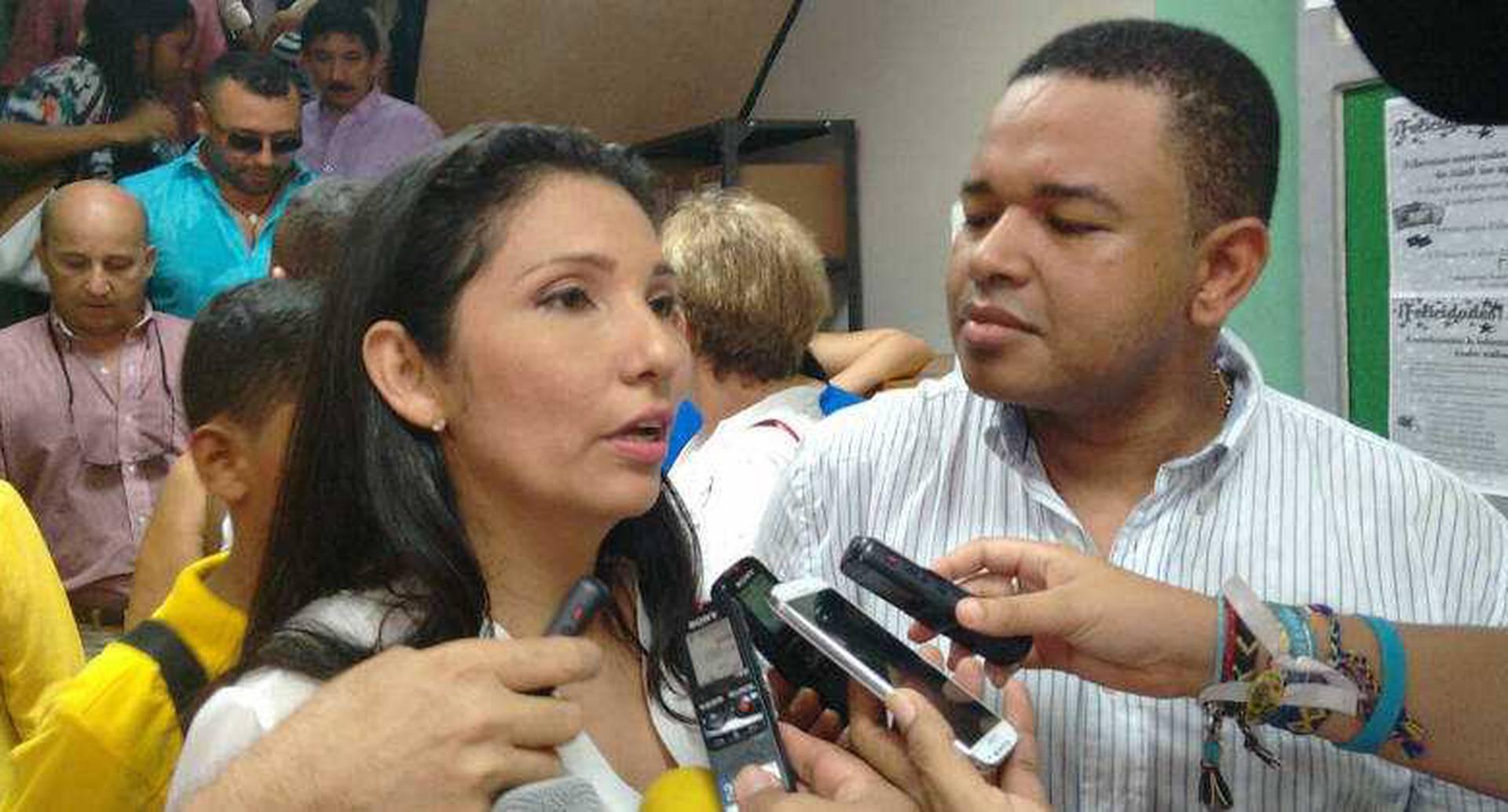 Milene Jarava, candidata a la gobernación de Sucre y su esposo el excongresista Yahir Acuña.