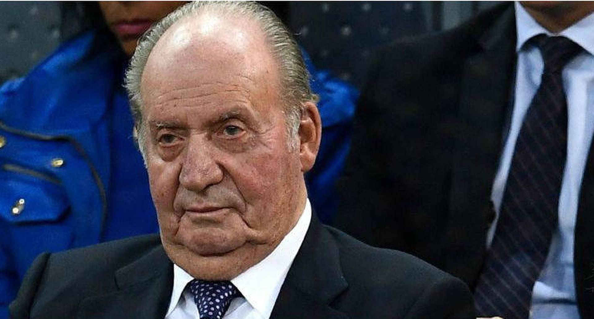 El rey Juan Carlos anunció el 3 de agosto que dejaba España por el bien de su hijo, el rey Felipe VI. Juan Carlos ha estado envuelto en graves escándalos de corrupción.