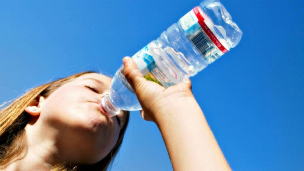 Qué le pasa al cuerpo cuando no se bebe agua?