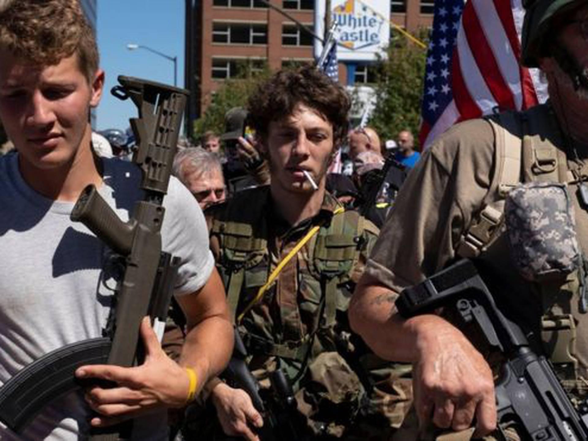 Así paseaban los miembros de una milicia por la ciudad estadoounidense de Louisville el pasado 5 de septiembre.
