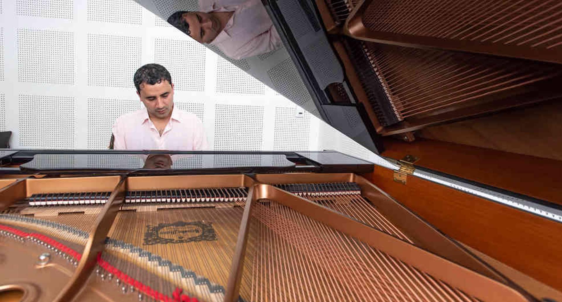 Lezlye compone desde los 11 años. En 2015 creó un festival de piano y tiene en proceso dos libros de pedagogía musical.