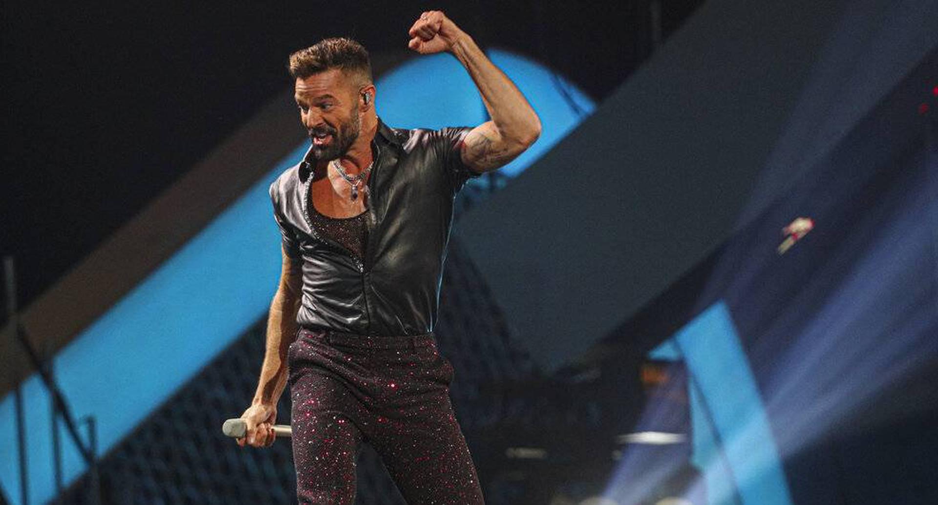 El artista abrió el festival de 2020 con sus mejores éxitos, en medio de las protestas. Foto: AP.