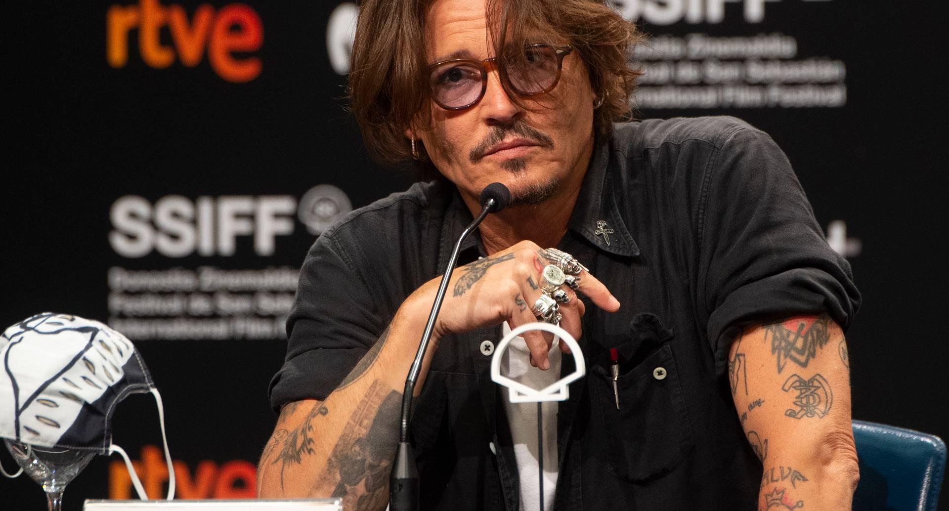 """El actor estadounidense Johnny Depp asiste a una conferencia de prensa de la película """"Crock of gold: A few rounds with Shane Macgowan"""" durante el 68 ° Festival de Cine de San Sebastián en la ciudad vasca de San Sebastián, en el norte de España, el 20 de septiembre de 2020. ANDER GILLENEA / AFP"""