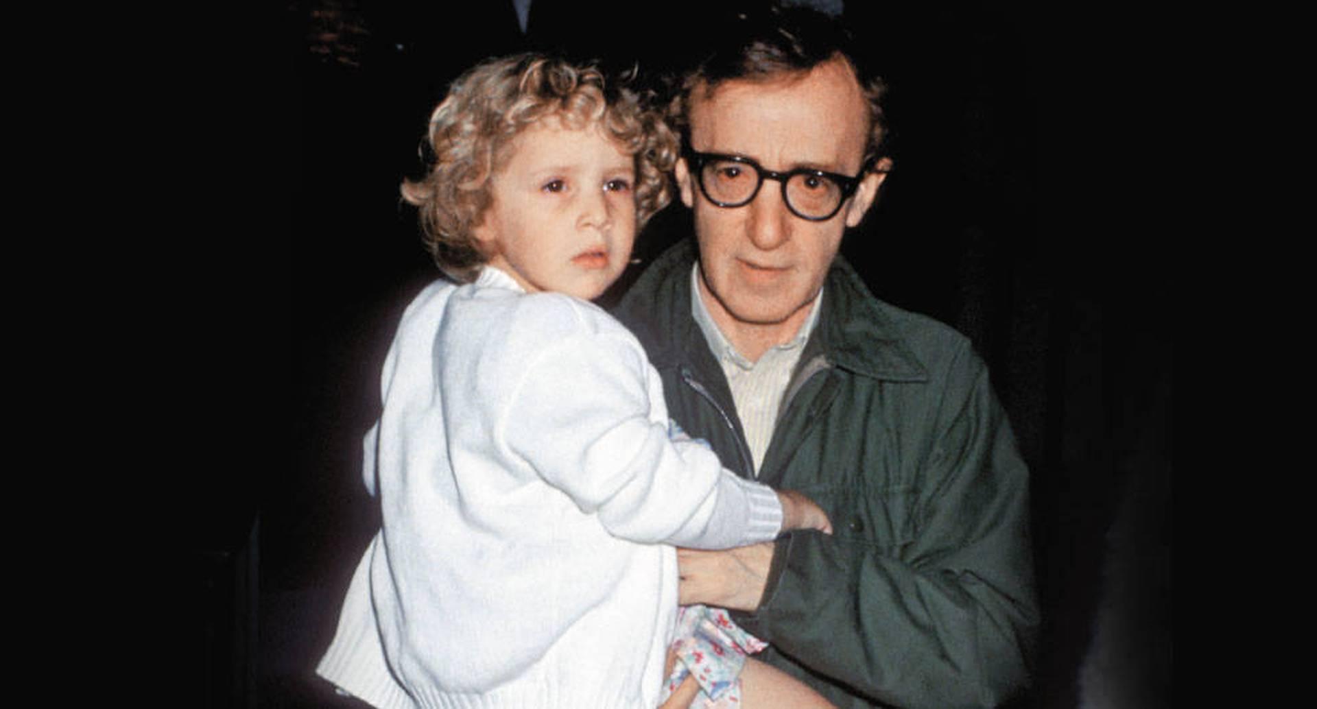 Allen con su hija Dylan, quien lo acusa de haber abusado de ella cuando tenía siete años. Dos investigaciones independientes lo exculparon en los noventa, pero el testimonio ha cobrado vigencia en el #MeToo.