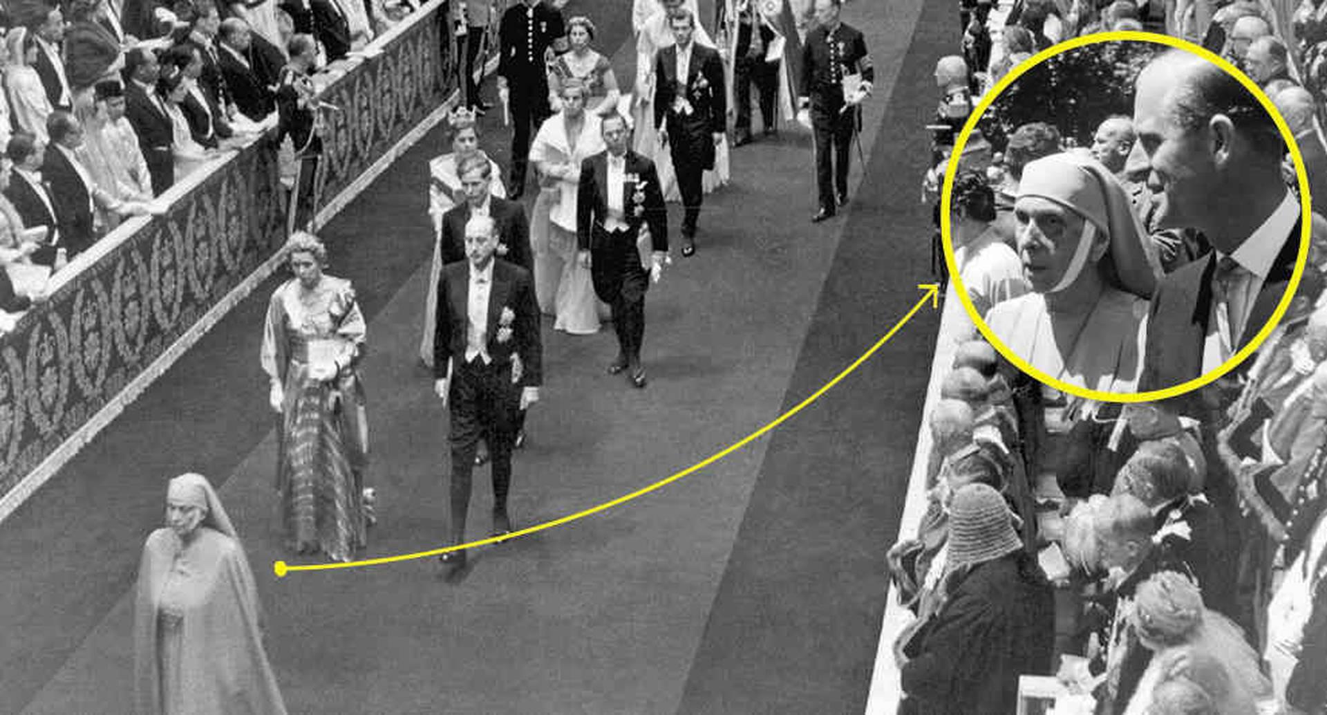 Alicia, vestida de monja, participó en la coronación de su nuera, en 1953. En la esquina derecha con su hijo Felipe de Edimburgo, cuando vivía en Londres.