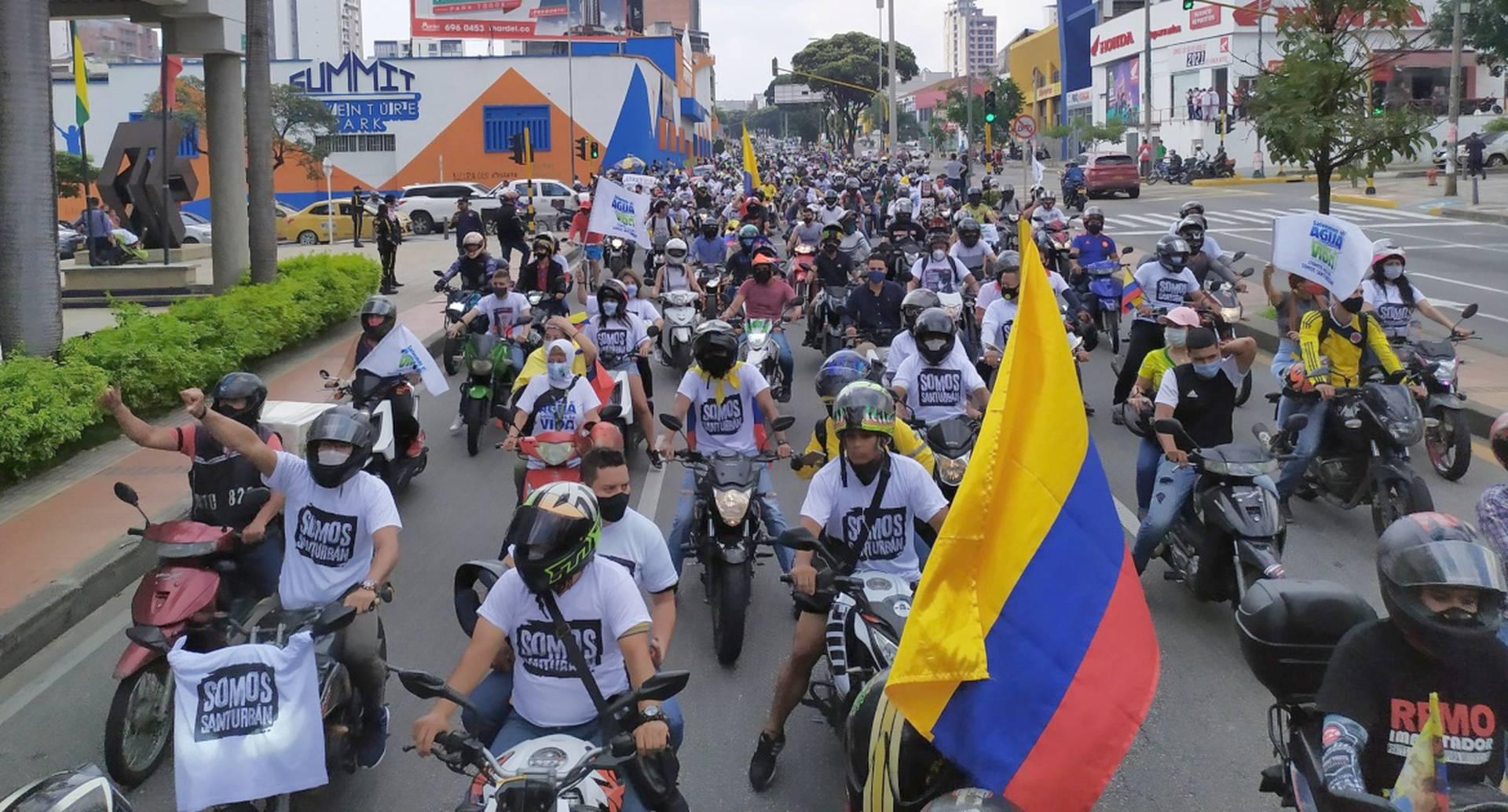 Caravana por la defensa del páramo de Santurbán en Bucramanga.