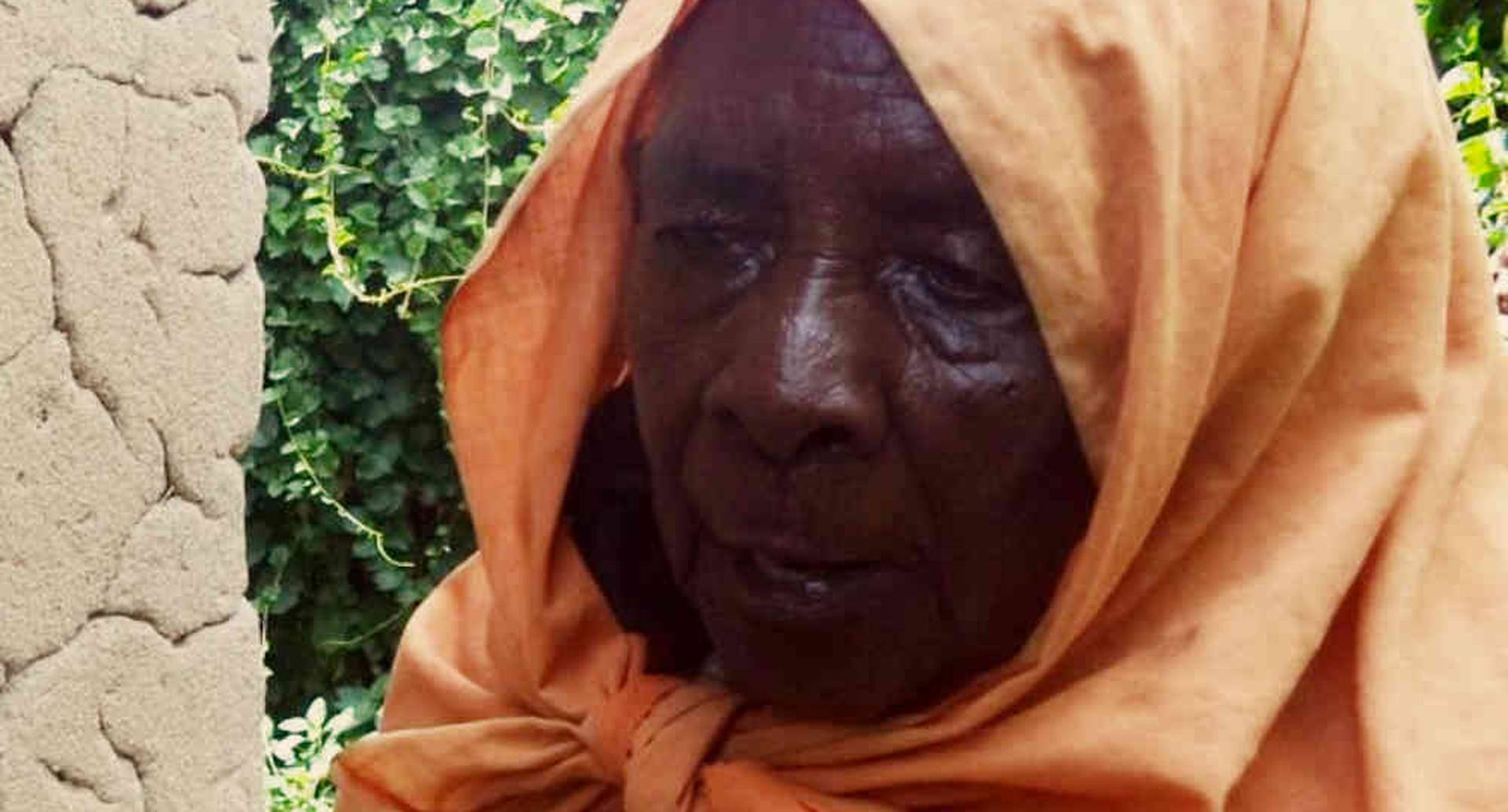 Zura Karuhimbi fingió ser una bruja para proteger la vida de un centenar de personas durante el genocidio de Ruanda. Foto: Jean Pierre Bucyensenge.