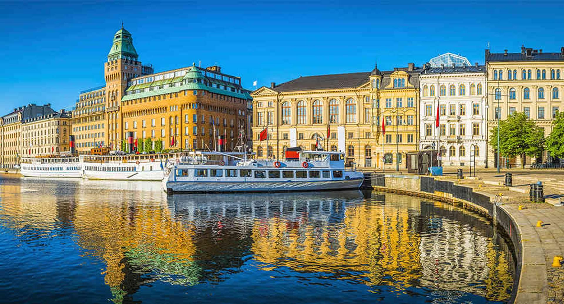 Puerto de Nybroviken, Estocolmo, Suecia.