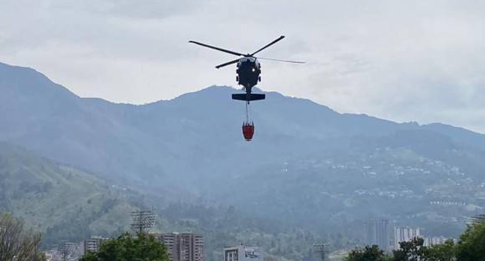 El incidente con el Bambi Bucket sucedió en la mañana de este lunes en Bello, Antioquia. Foto: Cortesía Alcaldía de Bello.