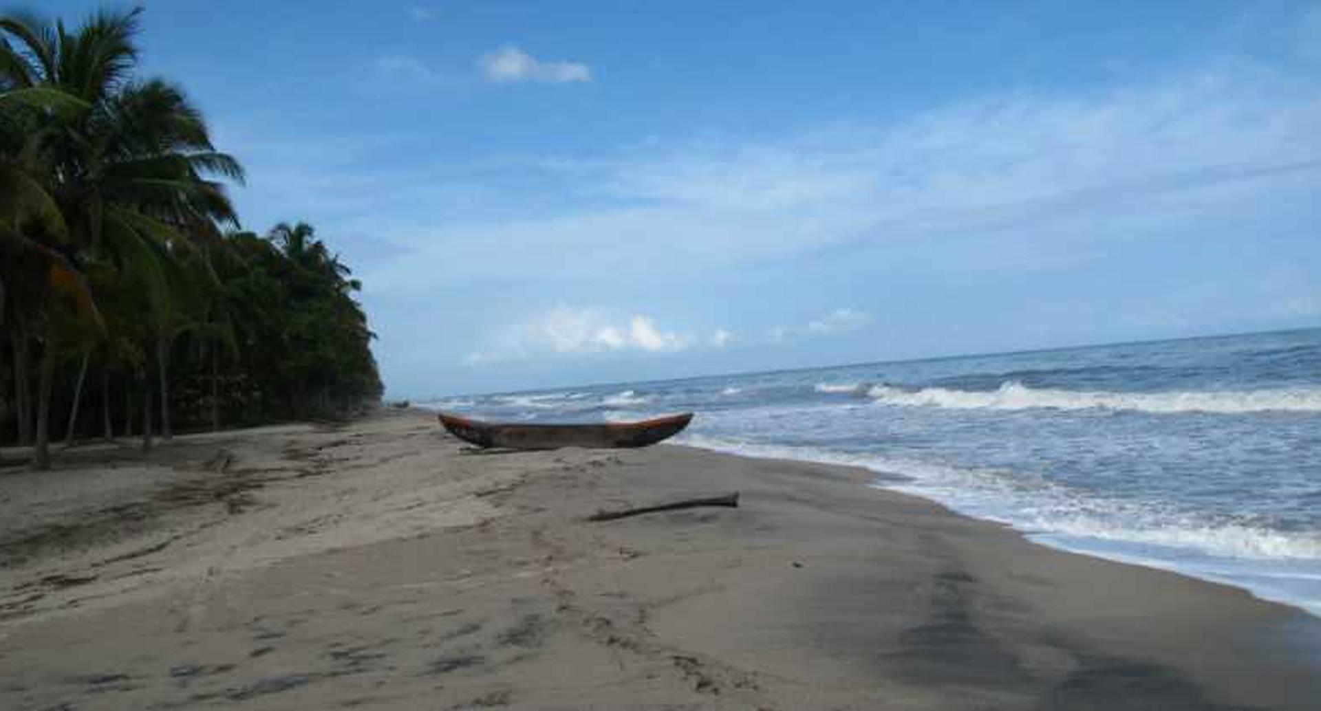 Palomino: Es una playa en la costa del Caribe, al pie de las montañas de Sierra Nevada en el departamento de La Guajira. Allí se puede disfrutar de la playa, caminar por las montañas y visitar a la comunidad indígena Kogi.