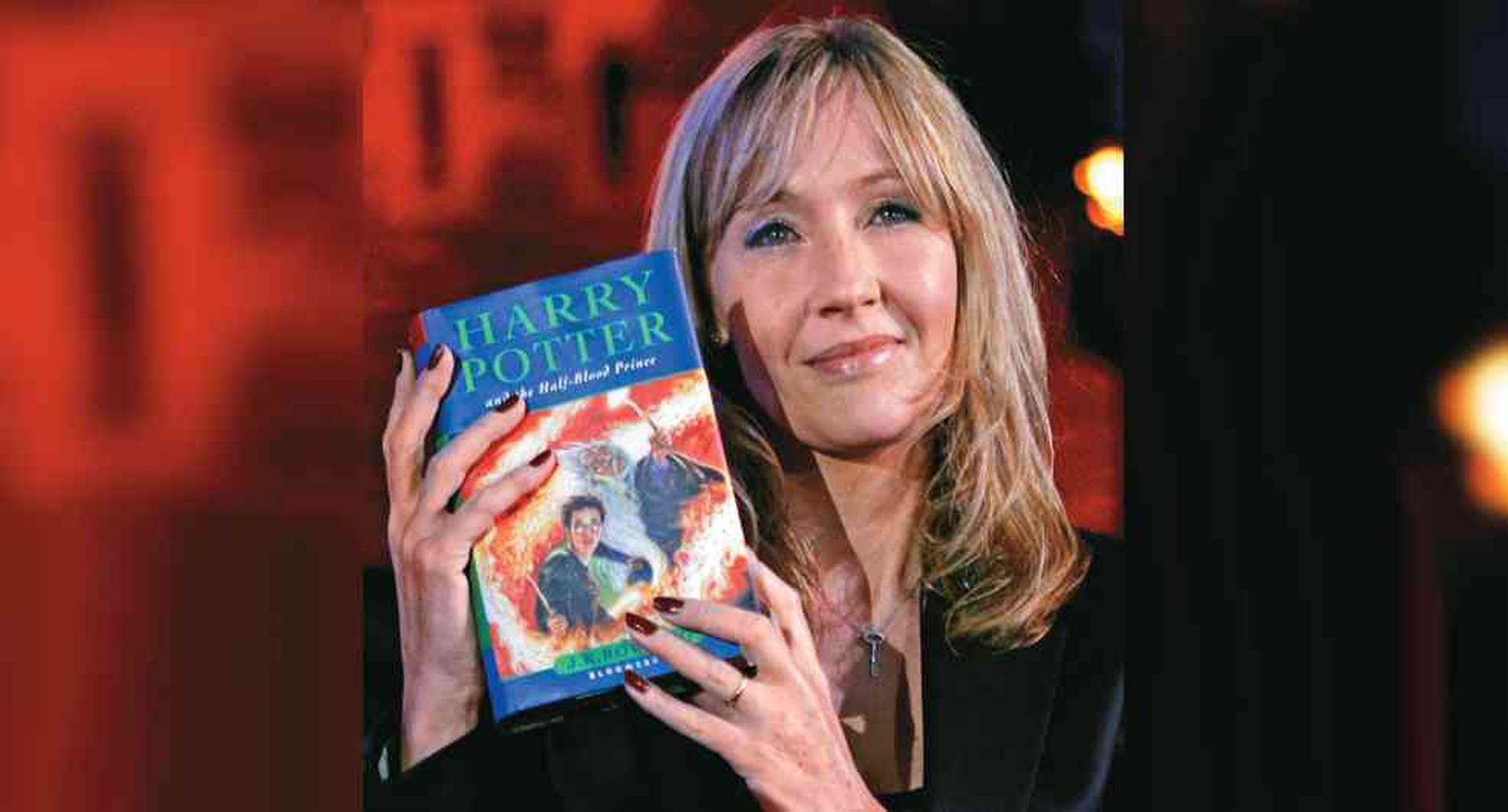 Autora de Harry Potter J. K. Rowling, víctima de abuso doméstico y ataque sexual