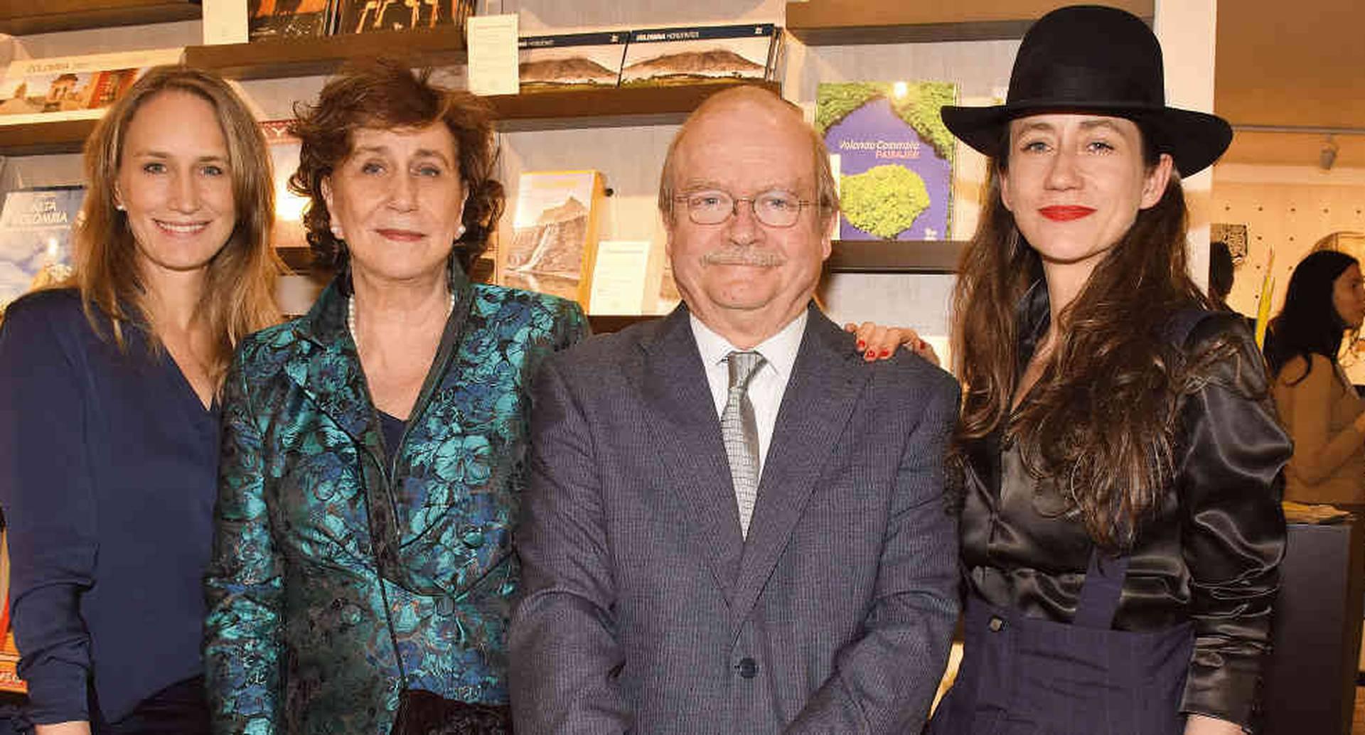 María Villegas, Clara Lucía Salazar, Benjamín Villegas y Laura Villegas.
