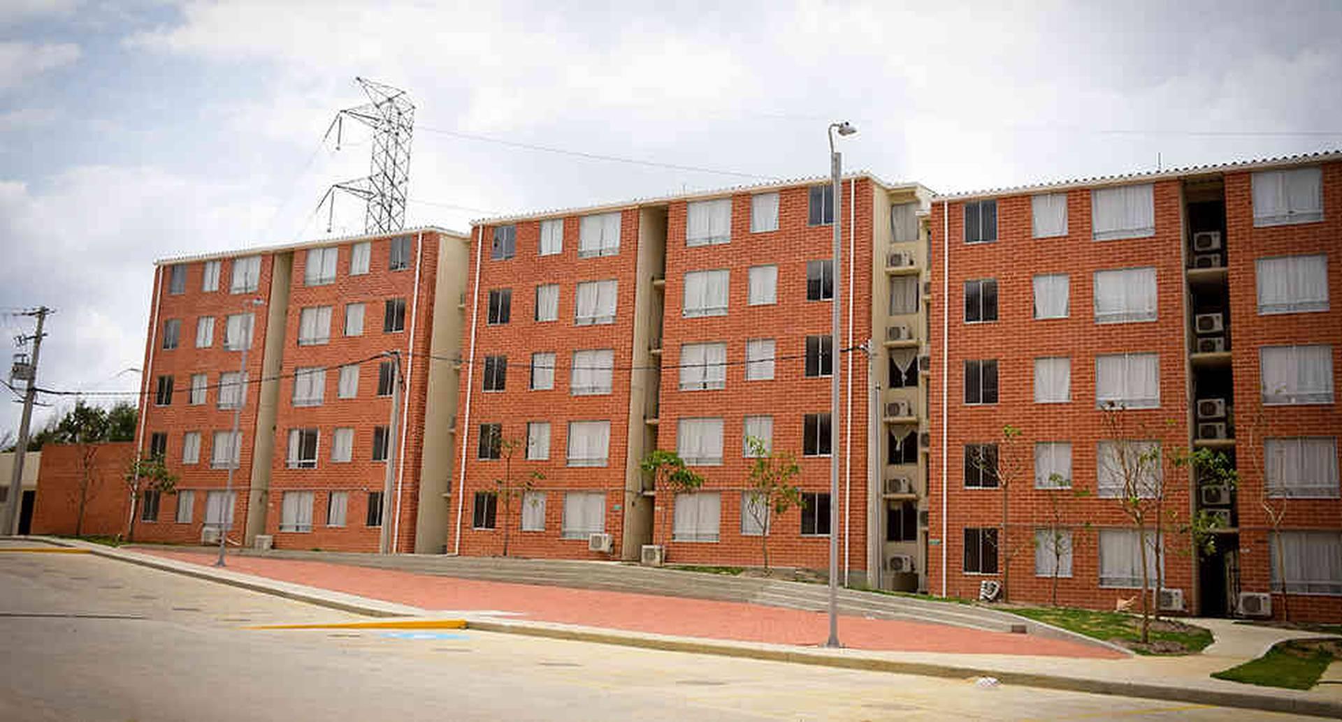 De las 1.600 viviendas que conforman el proyecto, 1.100 fueron dotadas con aire acondicionado, camas y lockers.