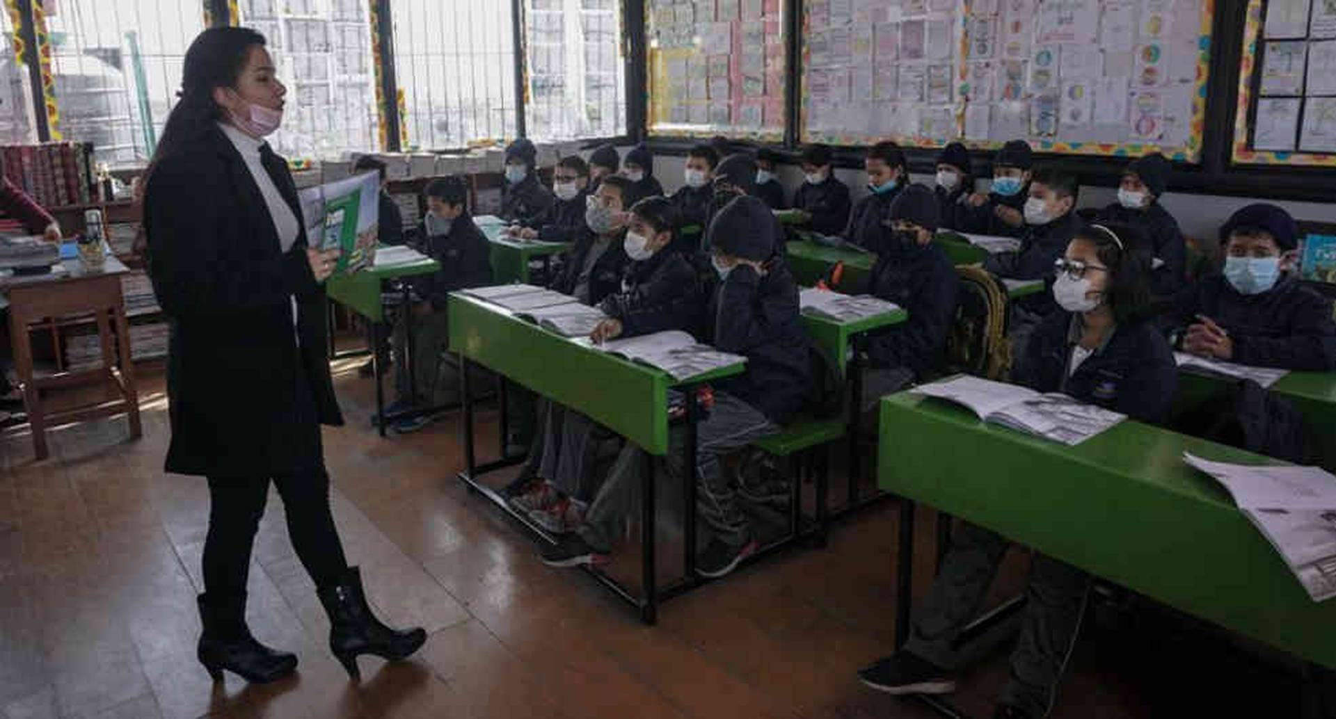 9.3 millones de maestros en todo el mundo no tienen las competencias necesarias para continuar las clases a distancia, dice la Unesco.