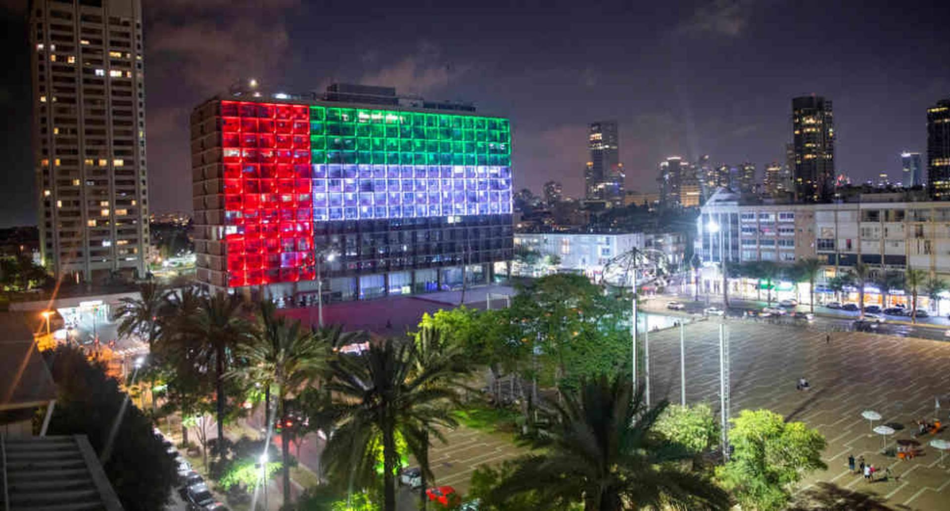 La alcaldía de Tel Aviv se iluminó con la bandera de Emiratos Árabes Unidos tras el anuncio de un acuerdo de paz entre Israel y ese país.