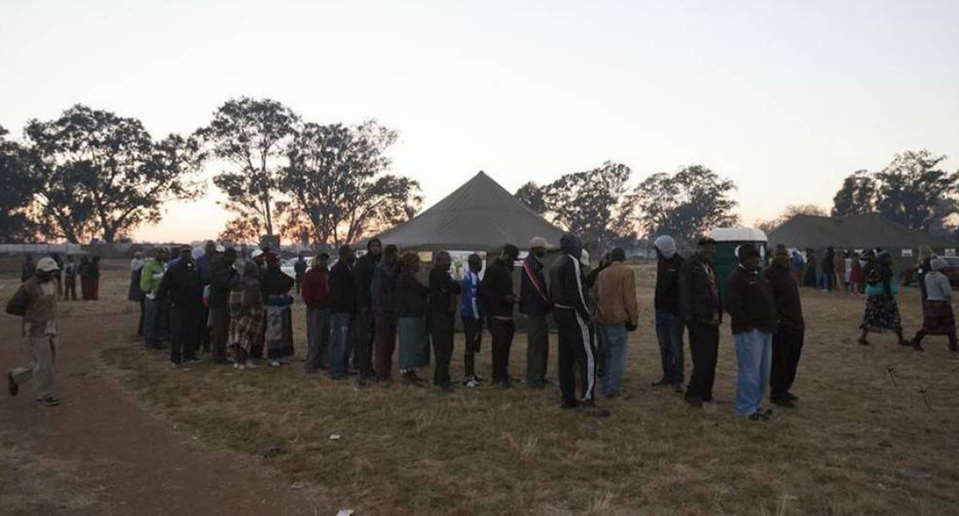 Luego de 38 años, los zimbabuenses salieron a votar por primera vez sin Robert Mugabe como candidato.