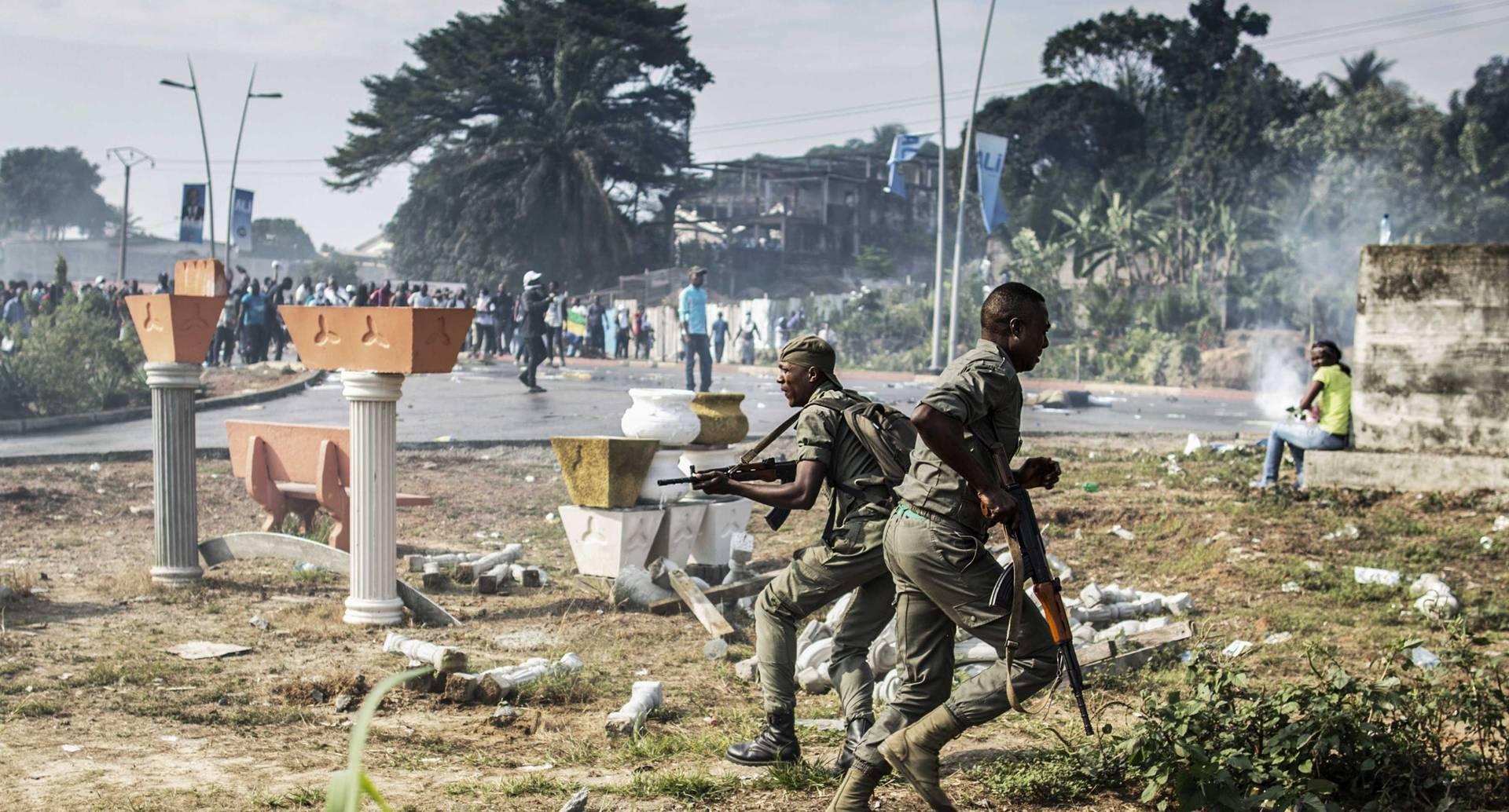 Un conflicto político en Gabon, África se presenta dejando destrozos materiales. La manifestación se produce por la insatisfacción de la ciudadanía ante el resultado electoral de ese país que dejó como ganador a Bongo.