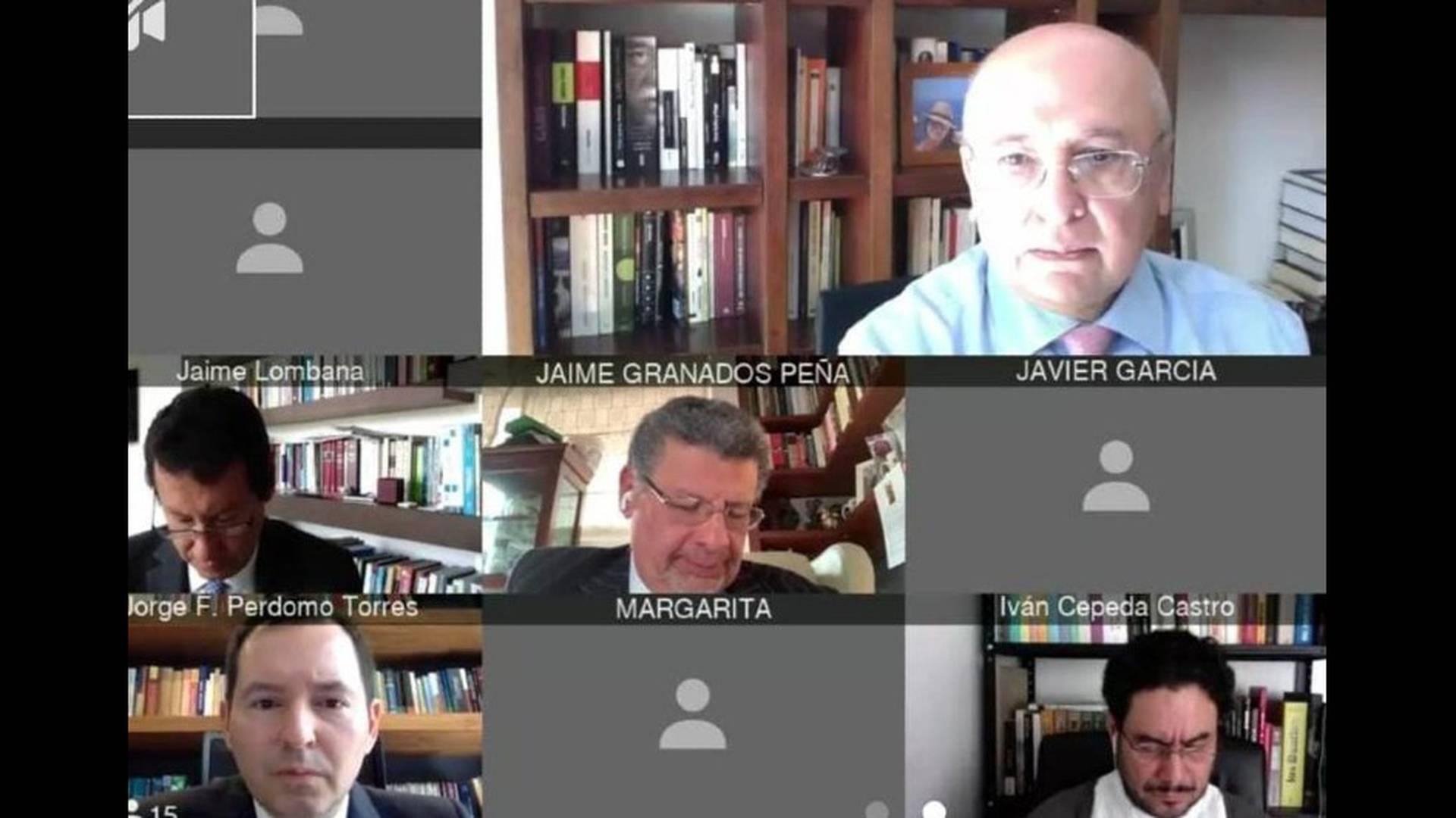 En la audiencia virtual de Álvaro Uribe Vélez se pueden ver a sus diferentes actores.
