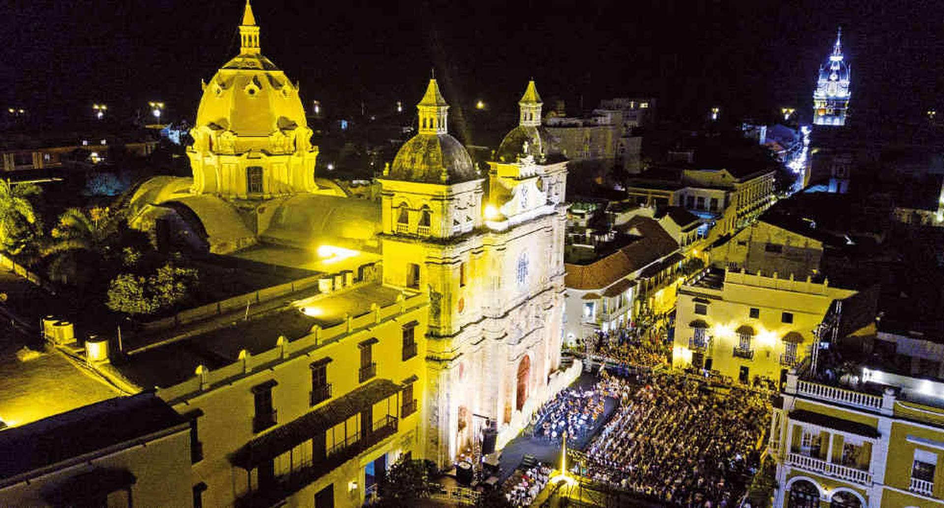 Los teatros, iglesias, plazas y parques de Cartagena ofrecen al festival sus inigualables escenarios.