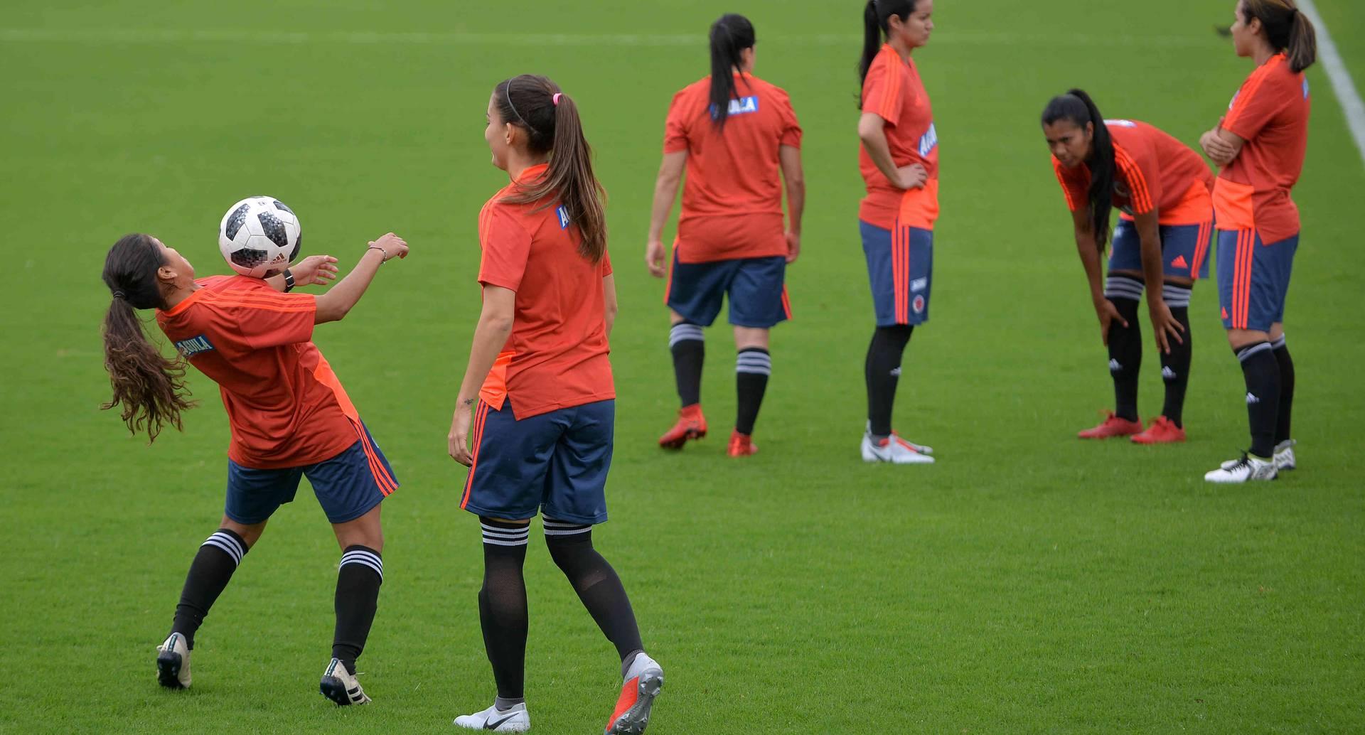 Colombia hoy: Federación de Fútbol acusa de discriminación a Fifa | Mundial femenino