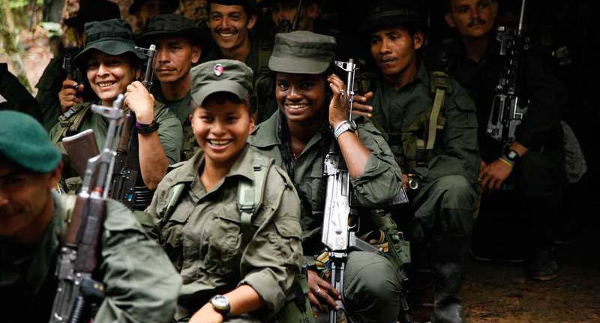 En estos días los guerrilleros pasan más tiempo en las aulas que en las trincheras. A pesar de que son jóvenes, son veteranos en las Farc. Cada uno lleva por lo menos 15 años en las filas guerrilleras.