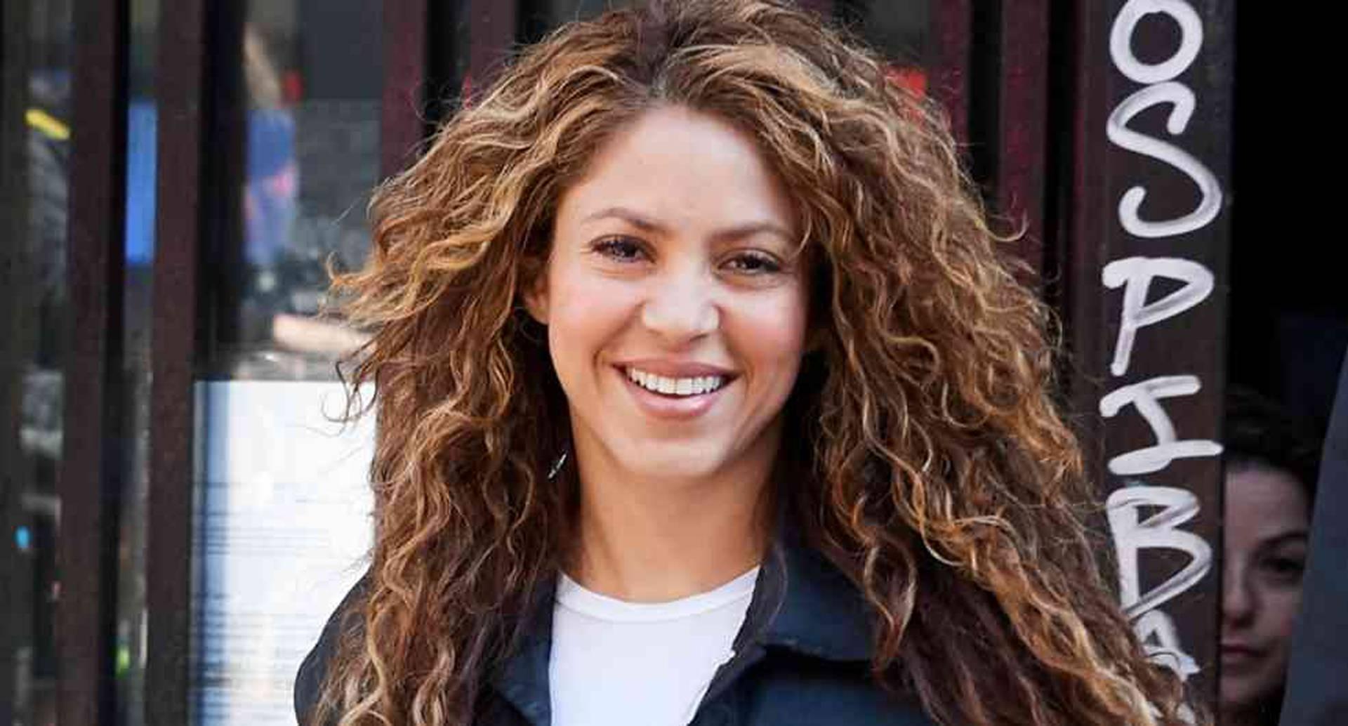 Shakira, la famosa cantante colombiana, pidió a sus seguidores ir a votar con tapabocas.