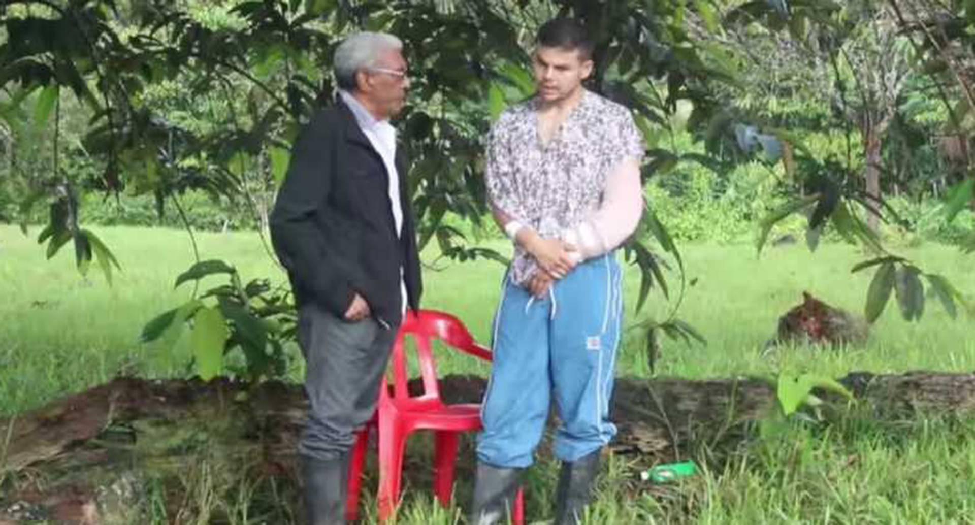El subintendente Moscoso minutos antes de ser dejado en libertad por las FARC.