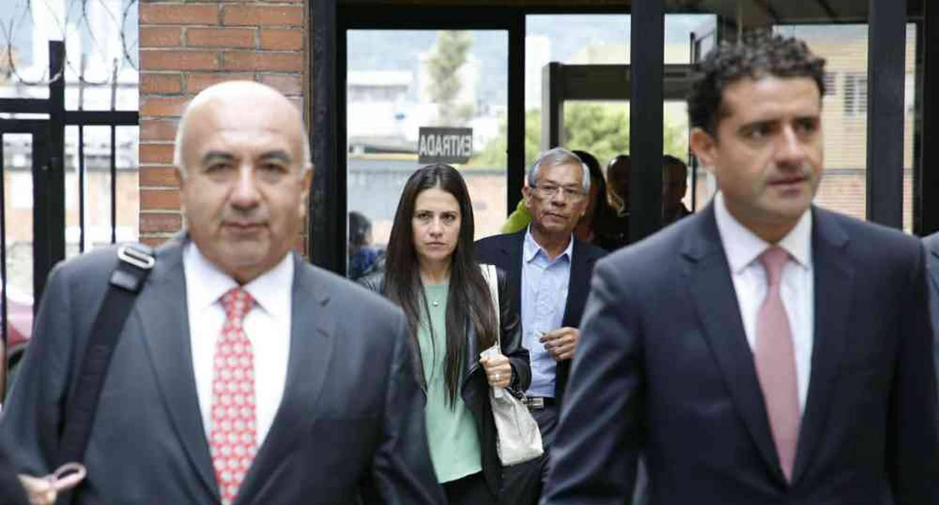 Sobre las 7 de la mañana, los Hermanos Uribe Noguera arribaron al Complejo Judicial de Paloquemao para conocer la decisión del juez. Foto: Guillermo Torres/SEMANA.