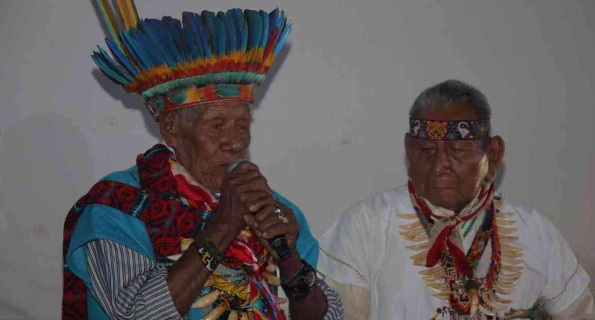Los taitas indígenas fueron los encargados de realizar el ritual de apertura del Ficamazonía, en Mocoa, la noche de este jueves. Foto: Ficamazonía