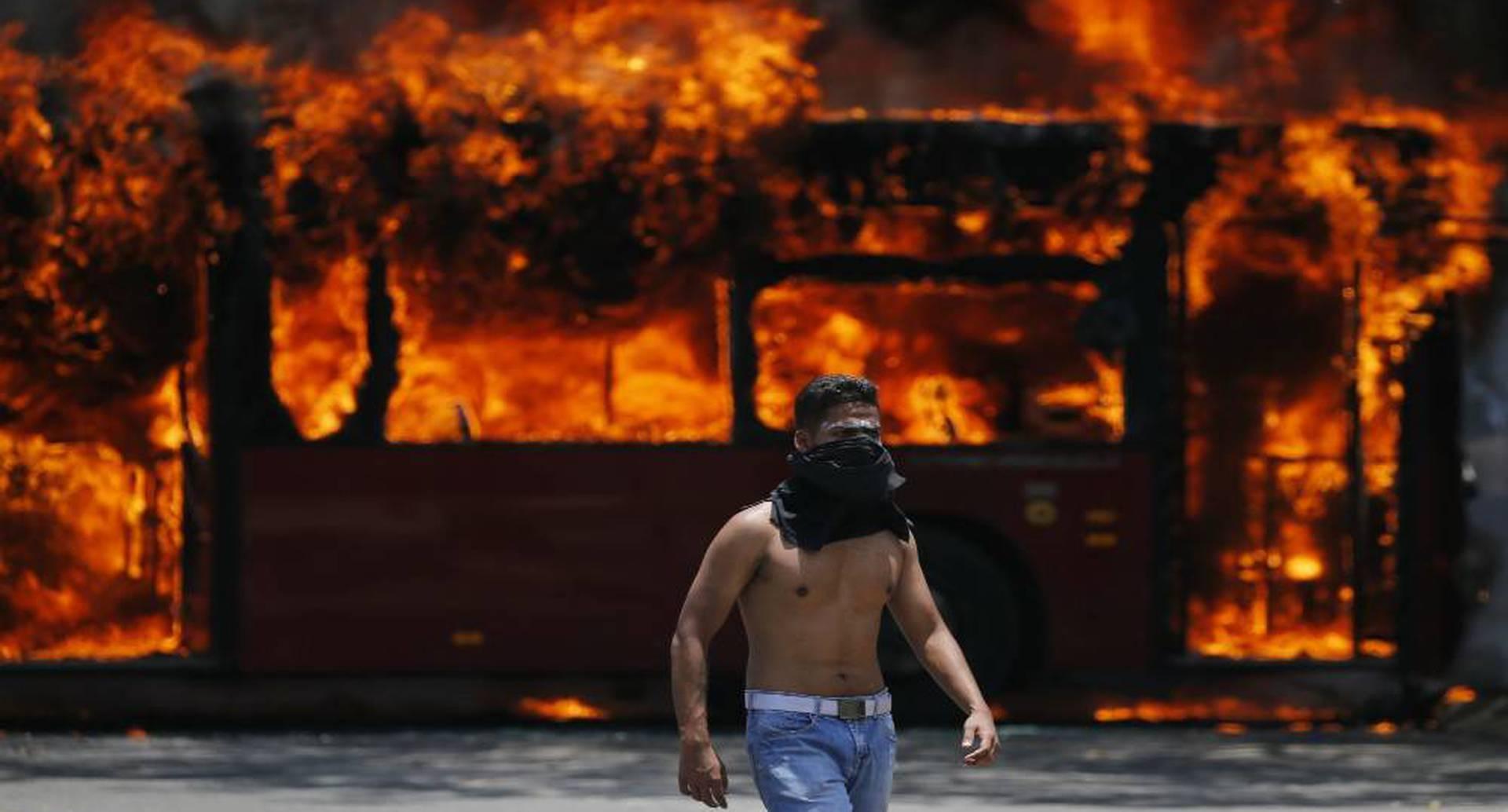 Los encuentros entre chavistas y opositores han desembocado en caos y violencia.