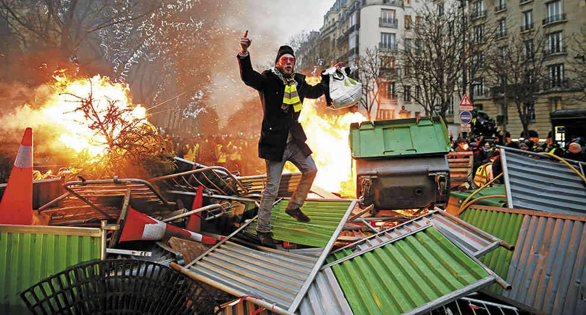 Las protestas vuelven a Francia. El presidente no ve la luz.